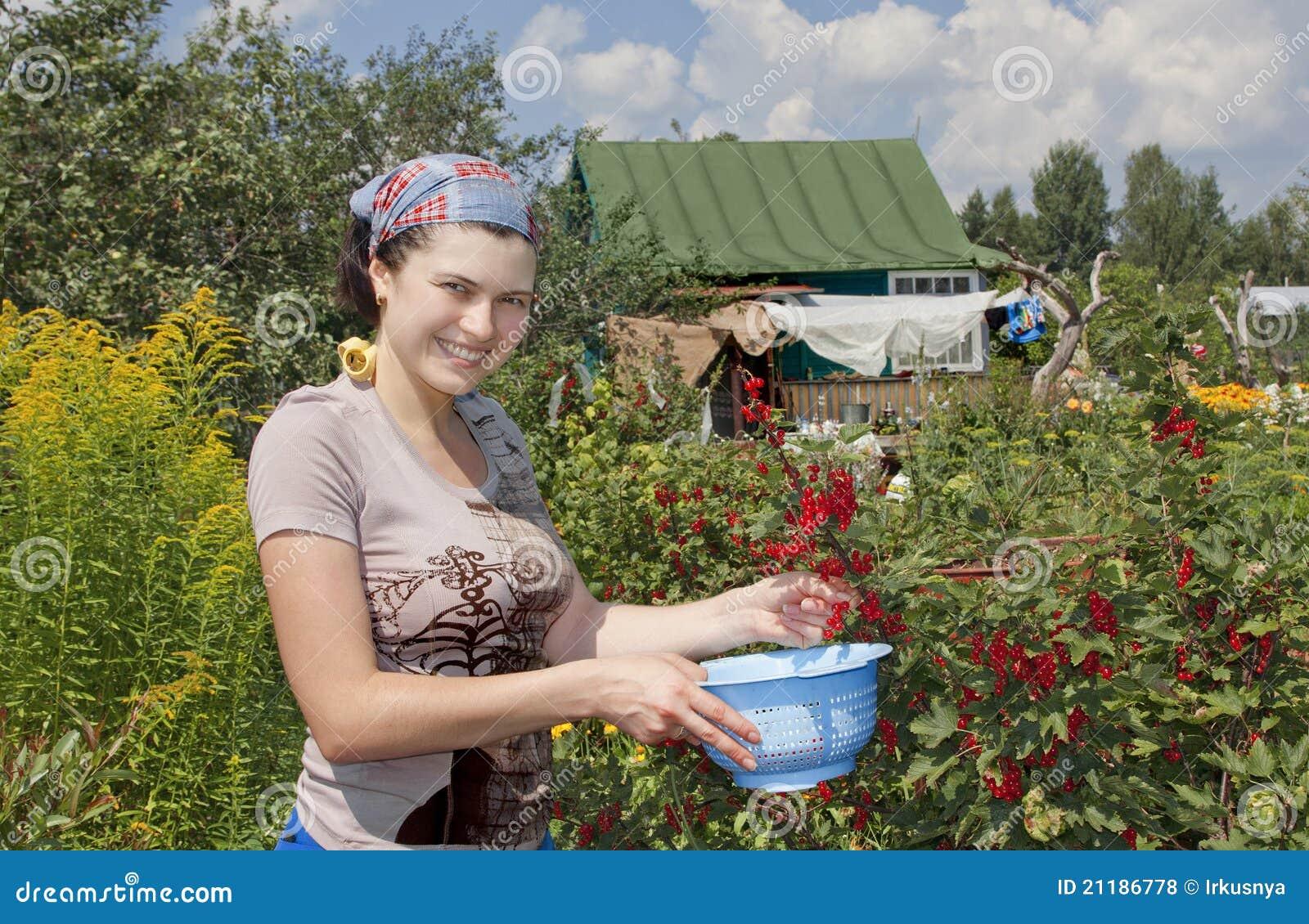 С русской мамой на даче 18 фотография