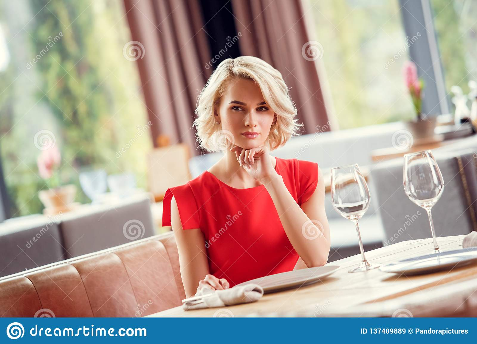 dating confident woman