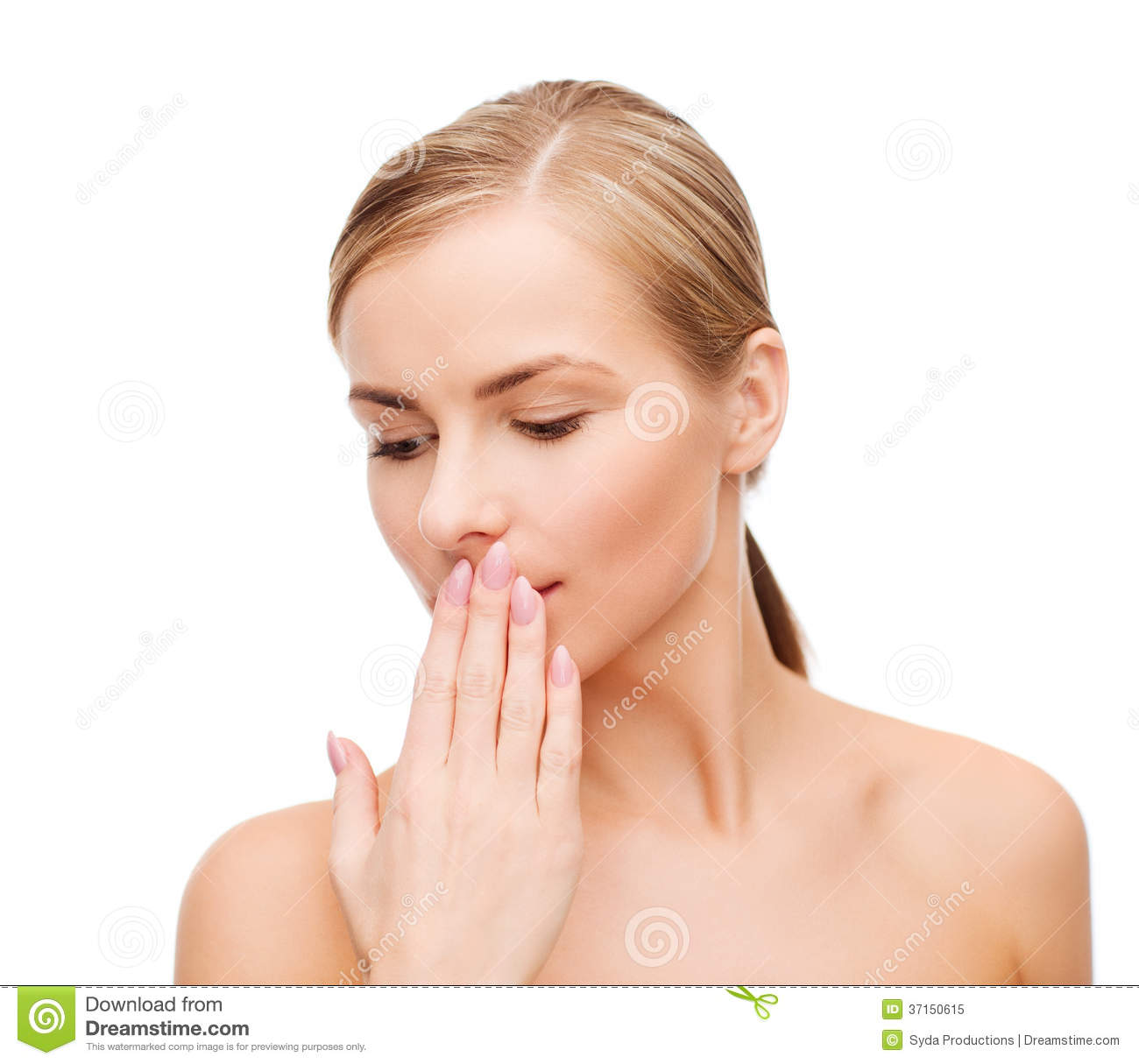 how to avoid bad smell from mouth naturally