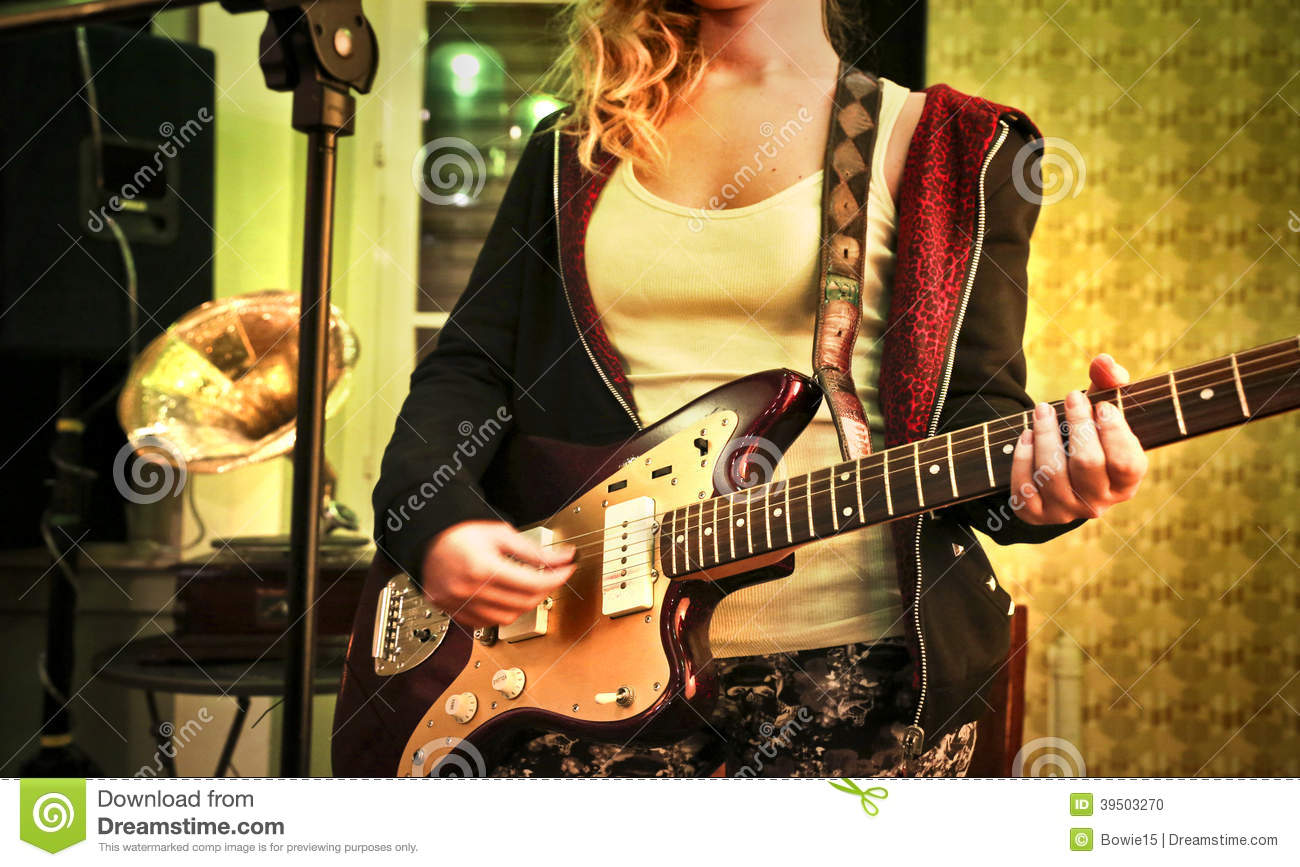 Young woman with an eletric guitar
