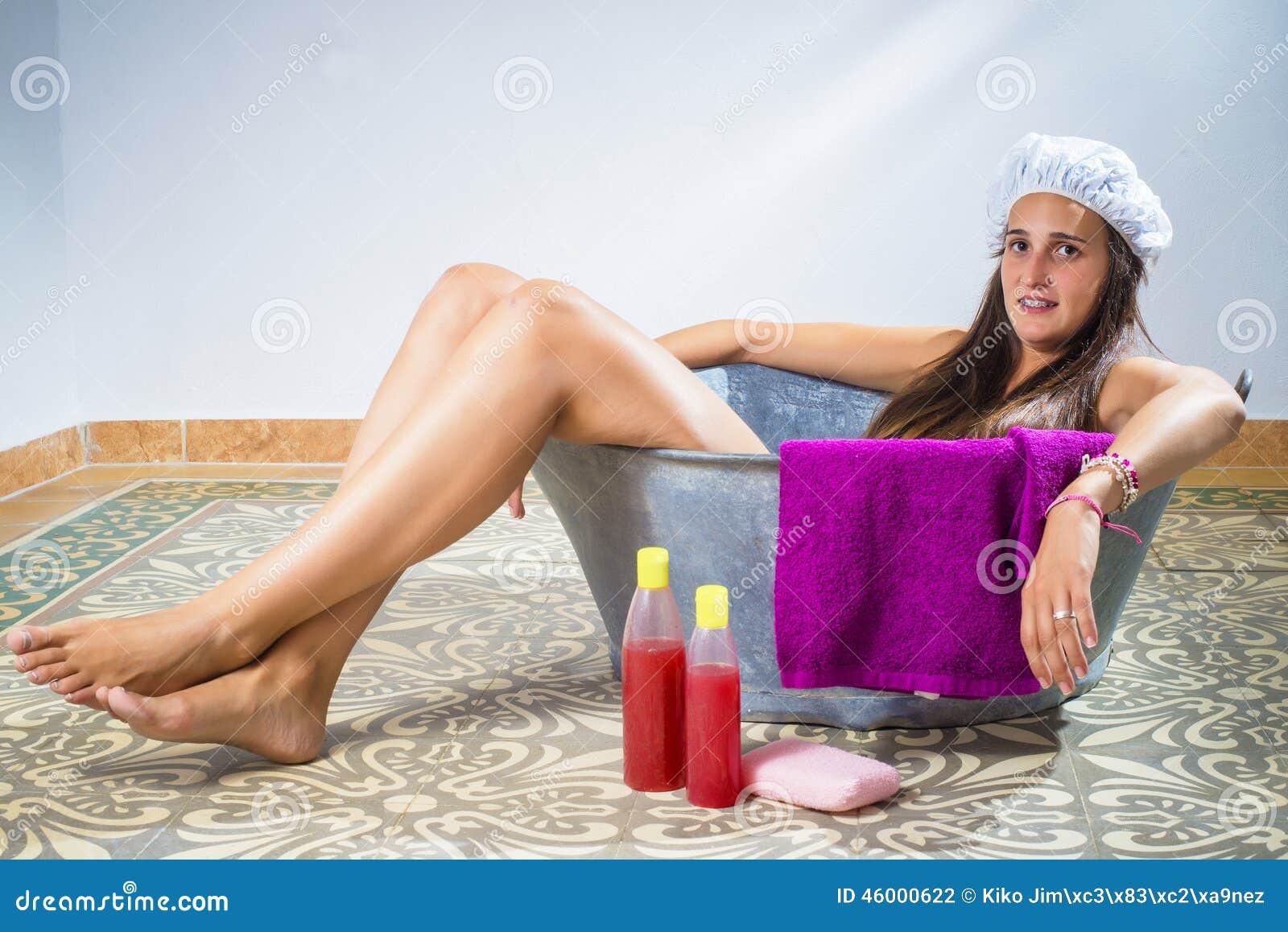 Retro Bathtub Pinup Kiss Stock Photo - Download Image Now