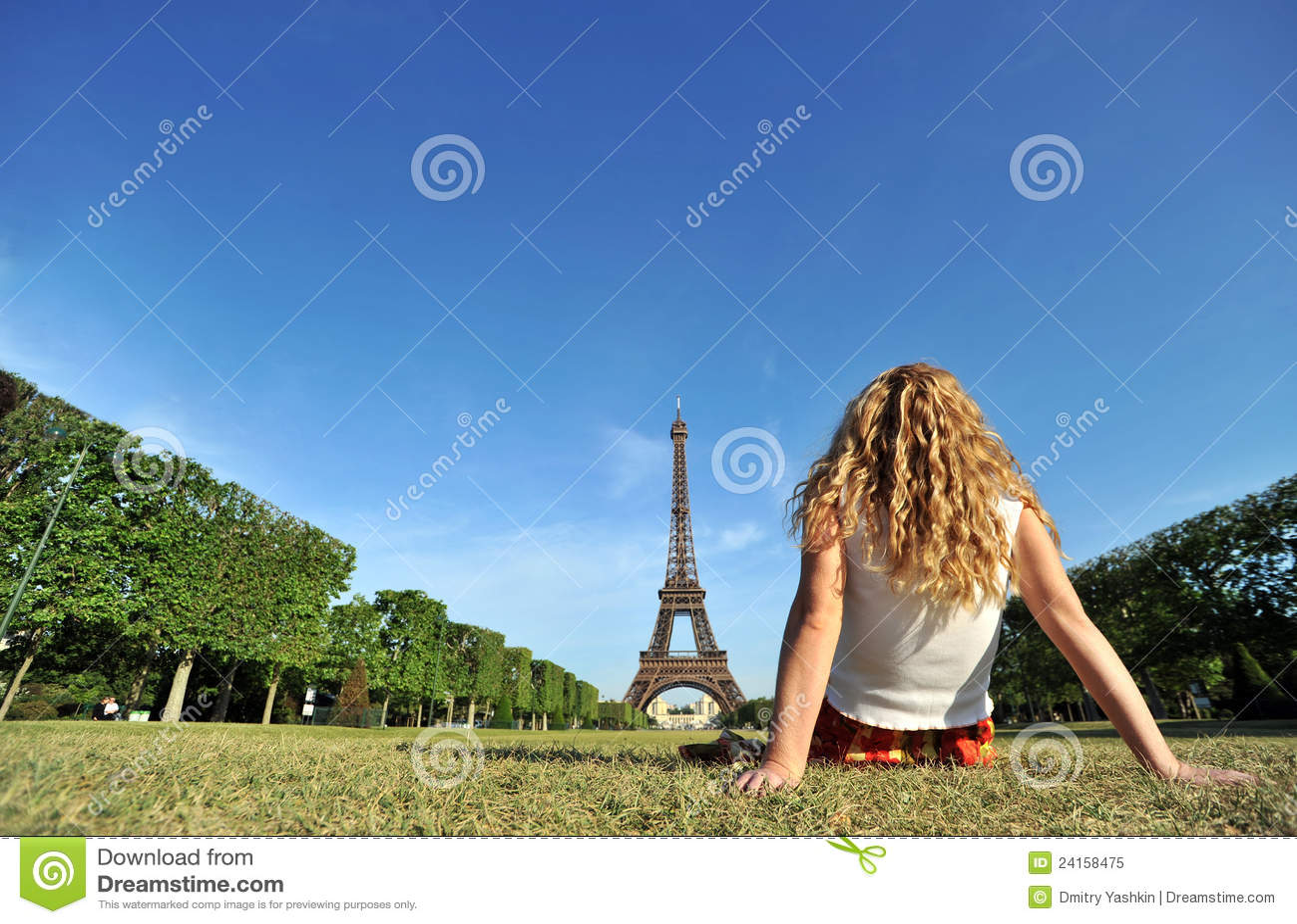 Young woman relaxing in Paris