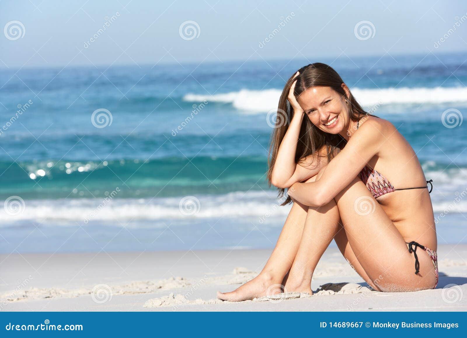 Пьяные голые девочки на пляже, Подборка: Приколы с пьяными девушками - видео 19 фотография