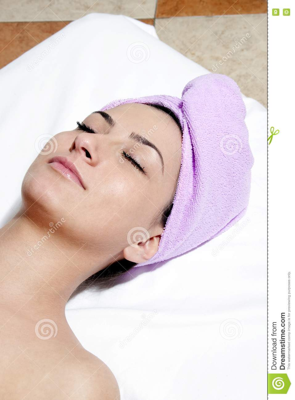 Young woman in spa salon royalty free stock photos image for Salon younga