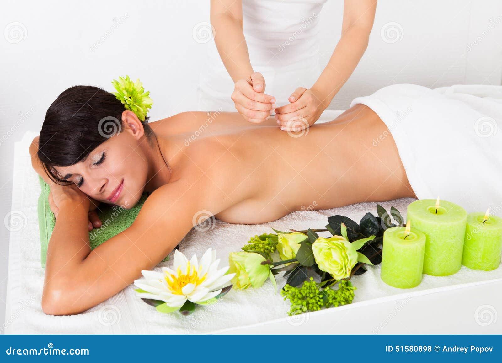 Фото женщин в массажном кабинете 2 фотография