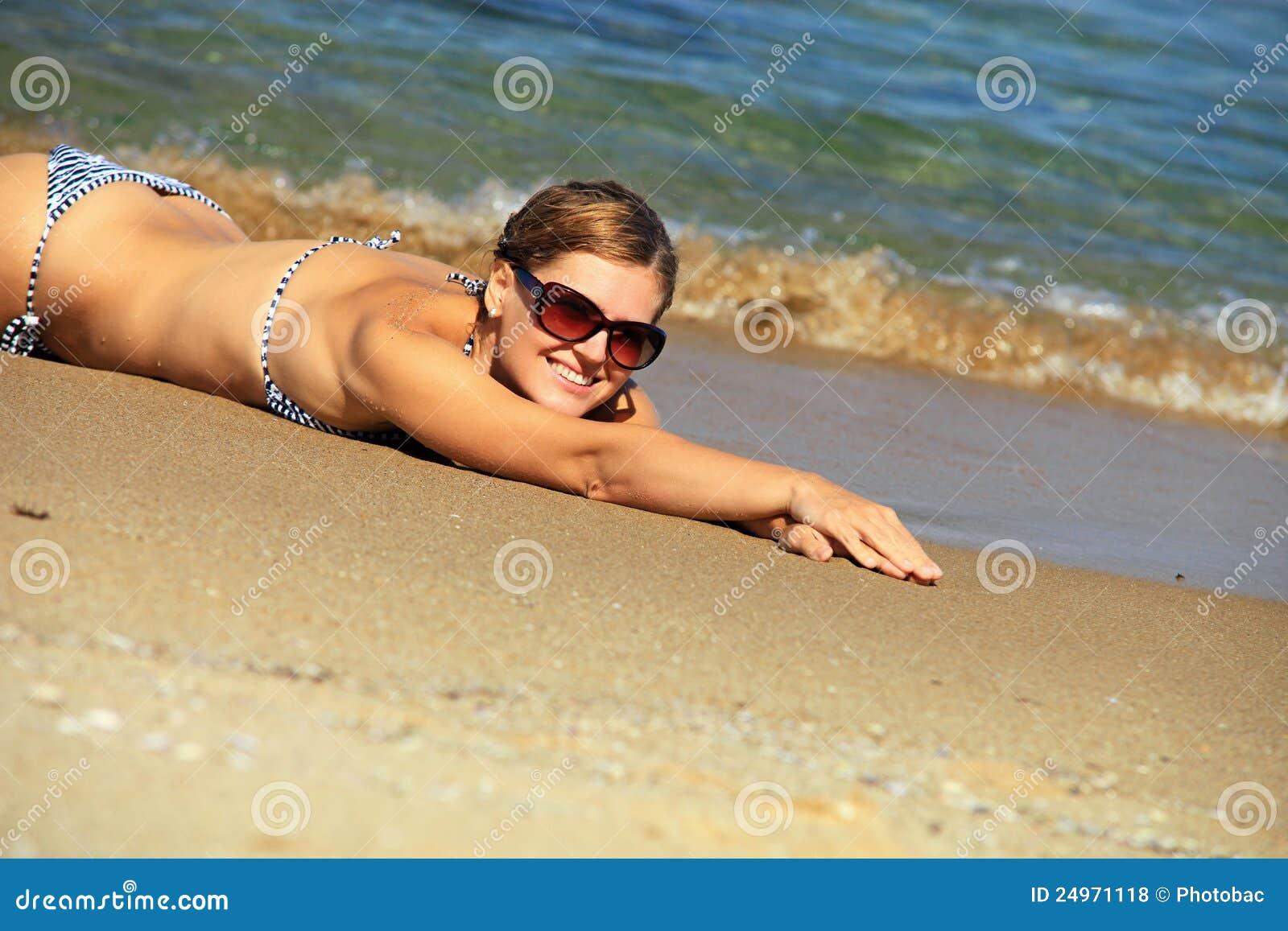 Жесть девушка пляж фото