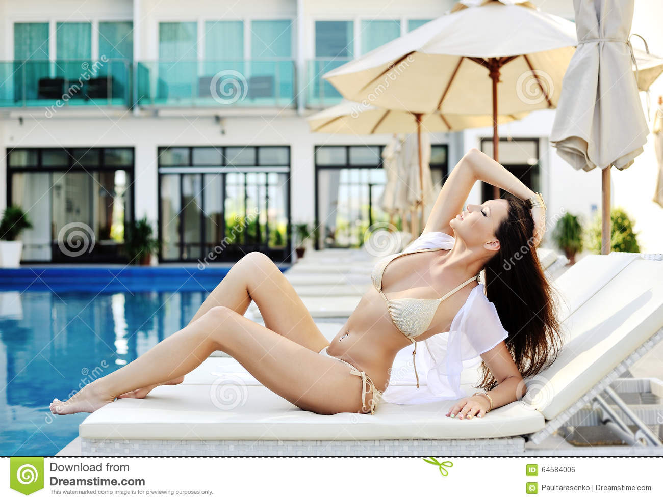 Woman Chaise Longue The Background The Pool At The Hotel Stock