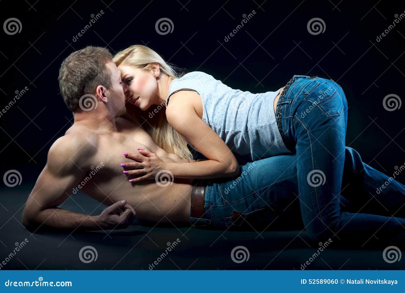 girl hand on eye naked man