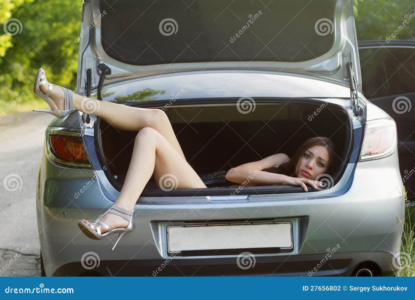 Трахнул в багажнике 16 фотография