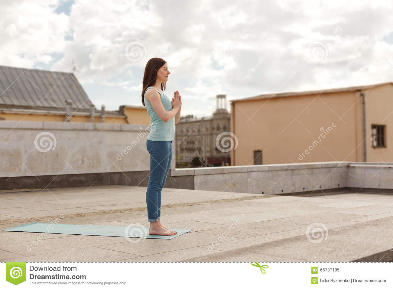 Young Woman In A Yoga Greeting Pose Stock Image Image Of Leisure