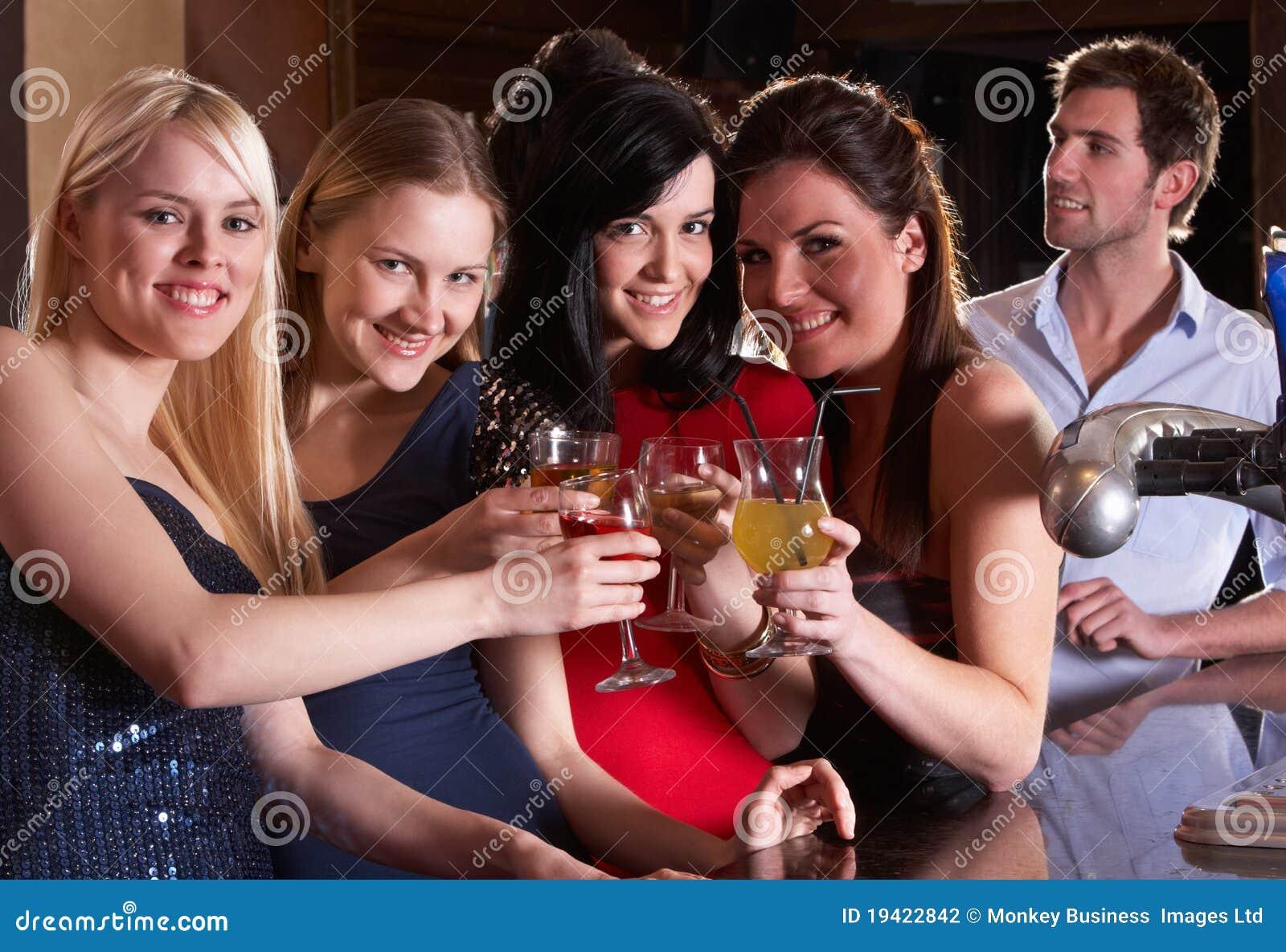 Фото с выпивающими подругами 3 фотография