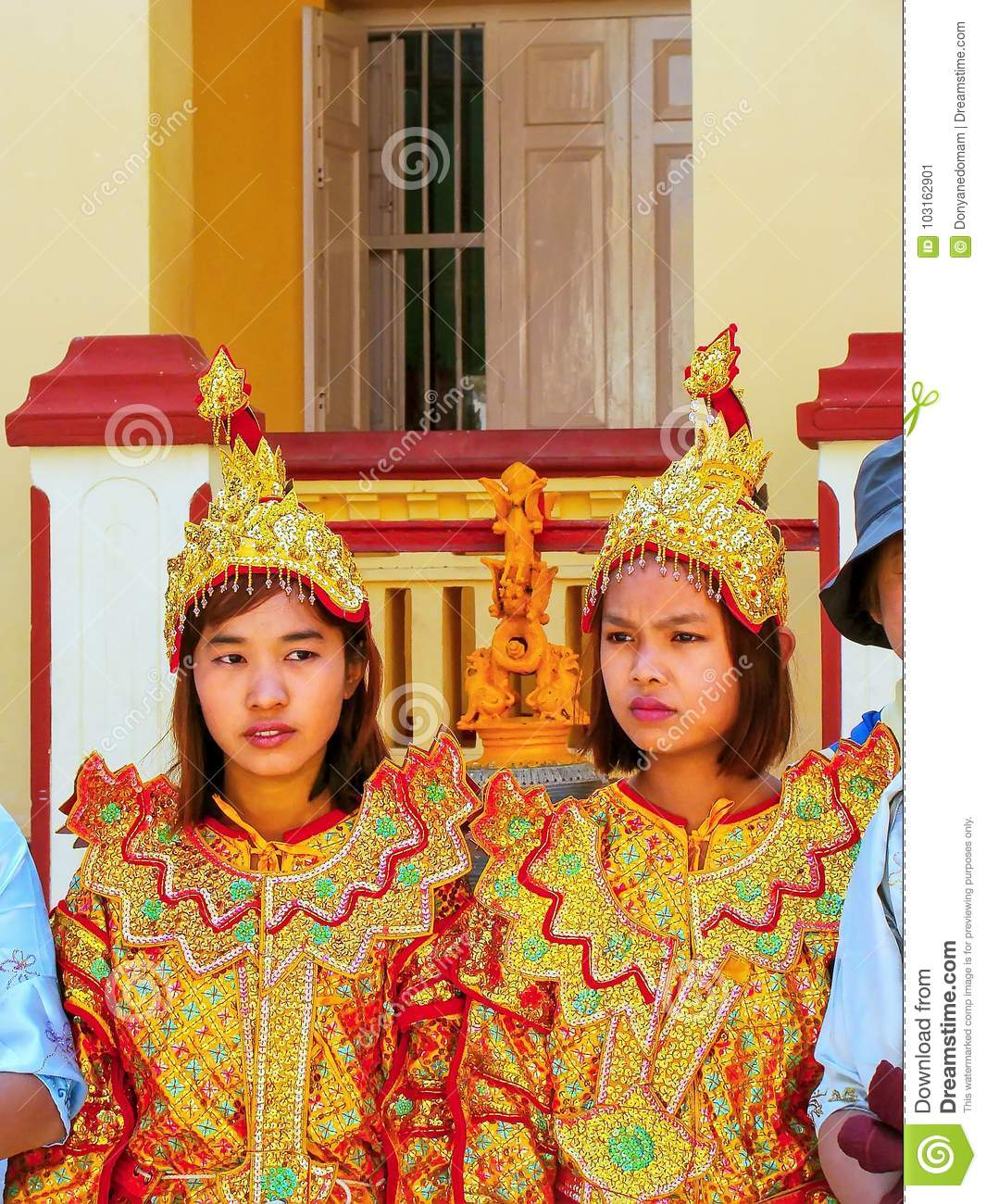 Young women in traditional costumes taking part in wedding ceremony at  Mahamuni Pagoda 659fa8cc950