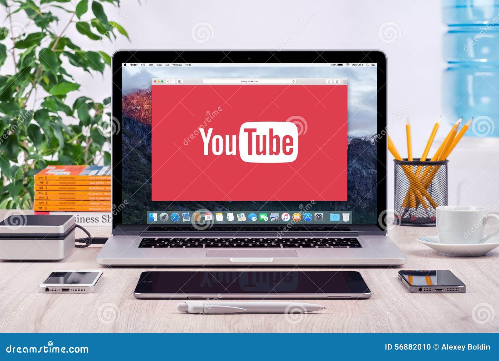YouTube logo på den Apple MacBook Pro skärmen