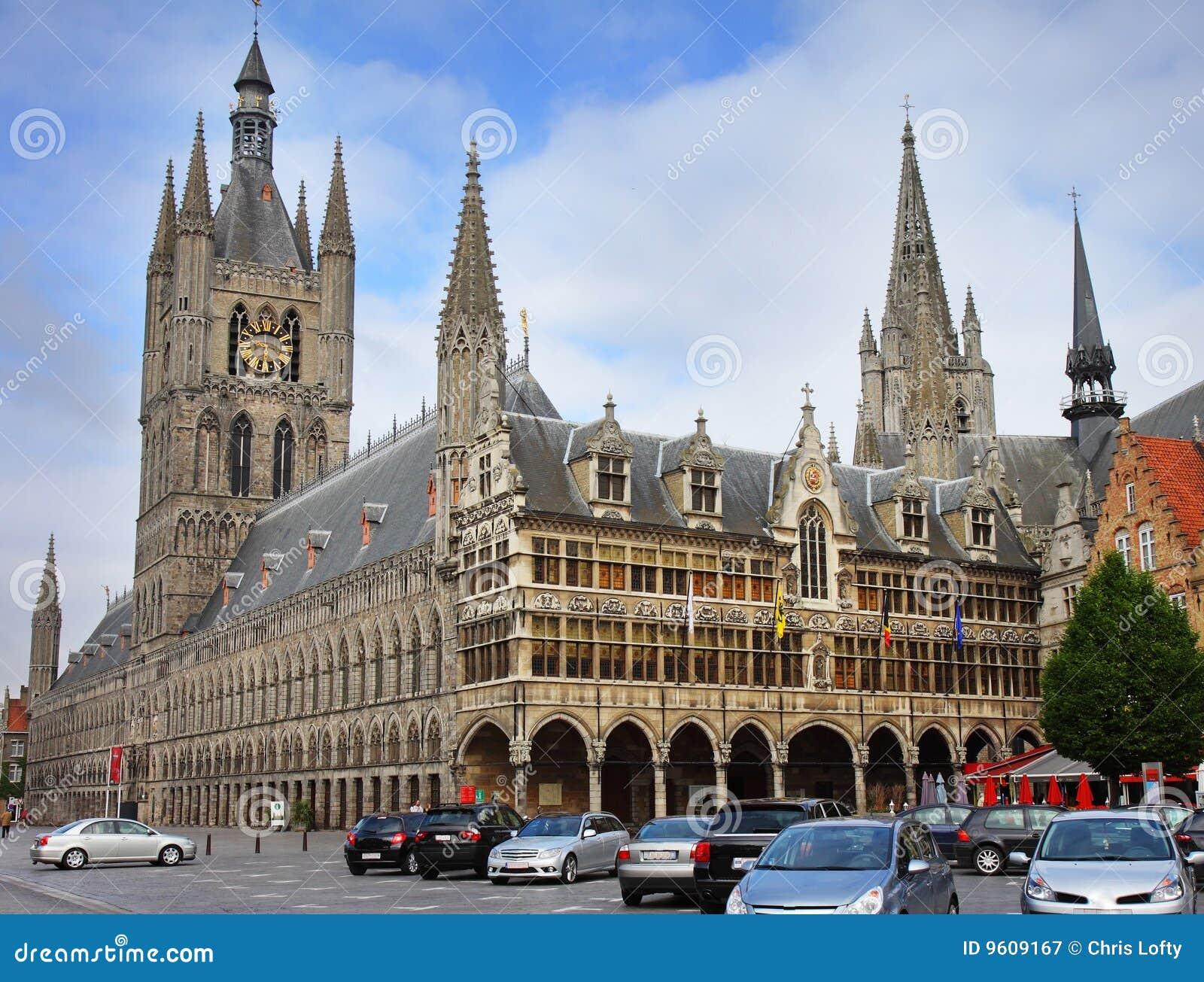 Ypres de ville de la belgique photographie stock libre de for Piscine ypres photo