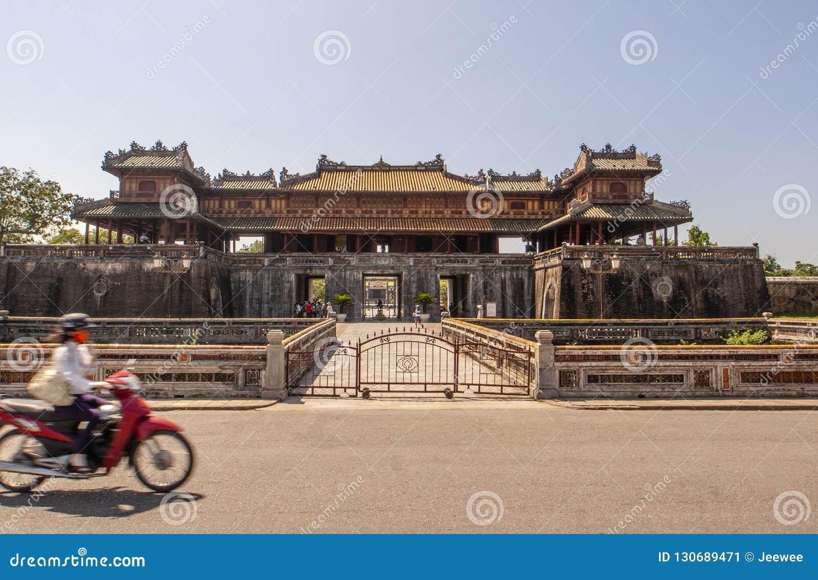 Yttersida av Ngo Mon Gate, del av citadellen i tidigare vietnamesisk huvudstad Hué, centrala Vietnam, Vietnam