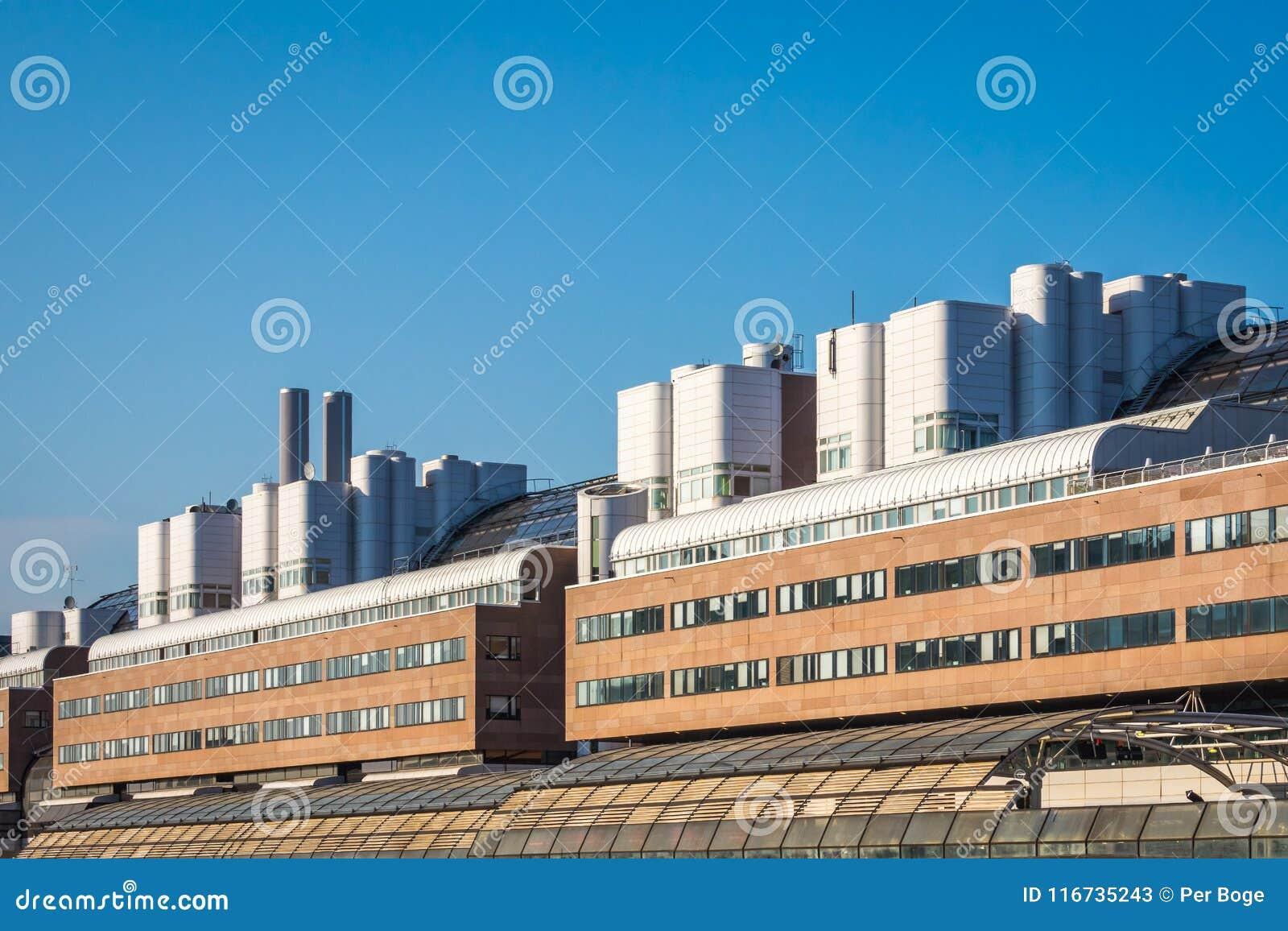 Yttersida för stor byggnad med modern design