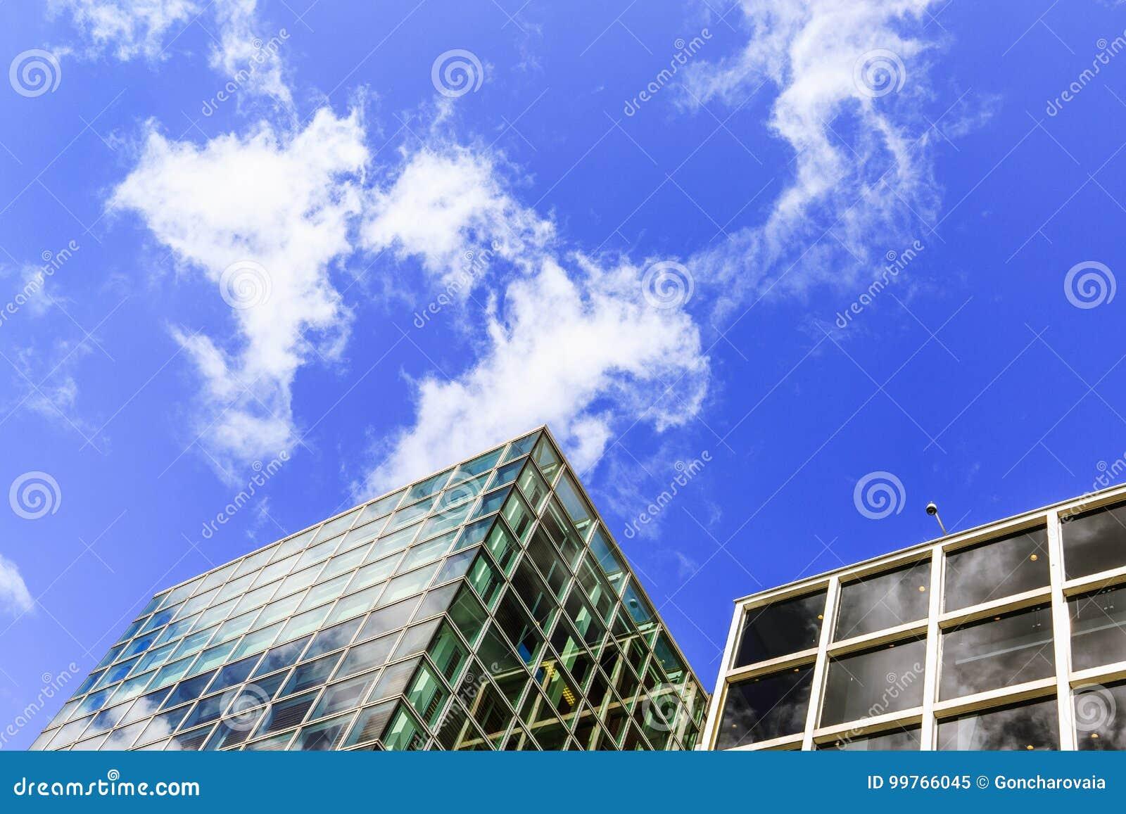 Yttre design för moderna stadsbyggnader, glass fasader Yttersida av Van Gogh Museum är en konstmusem i Amsterdam, Nederländerna