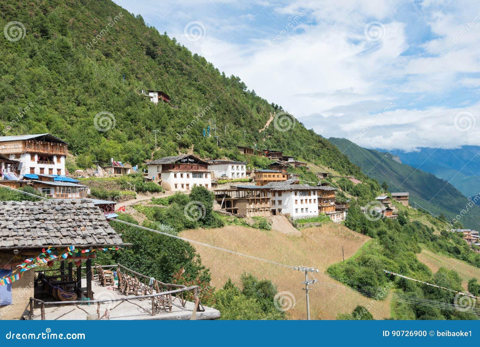 YUBENG, CINA - 8 agosto 2014: Villaggio di Yubeng un punto di riferimento famoso dentro