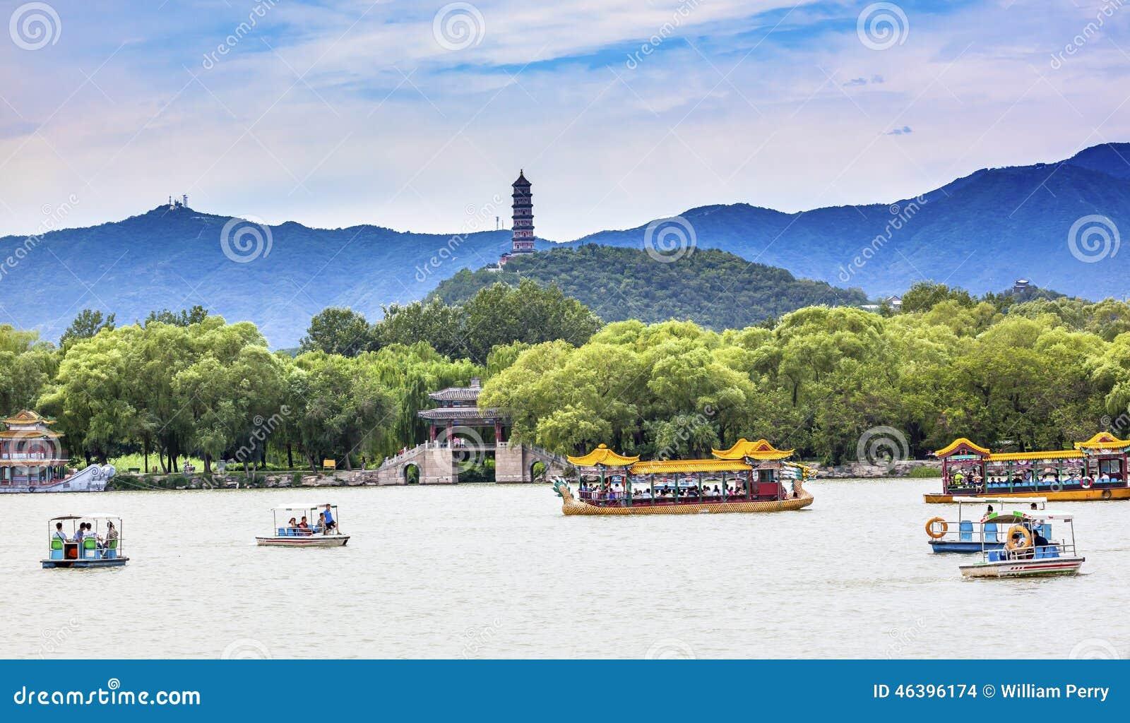 Yue Feng Pagoda Lake Boats Summer-Paleis Peking China
