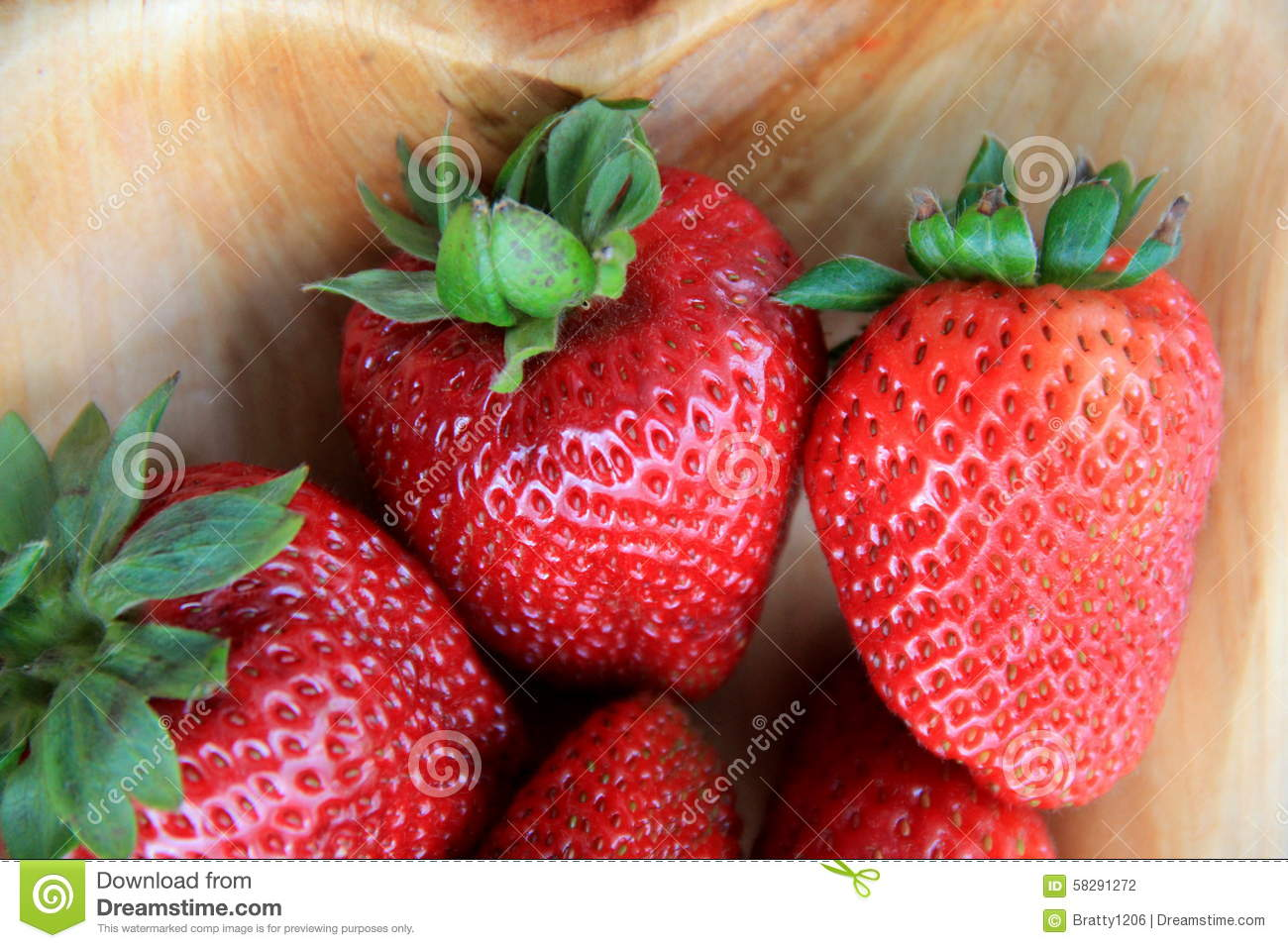 how to properly clean strawberries