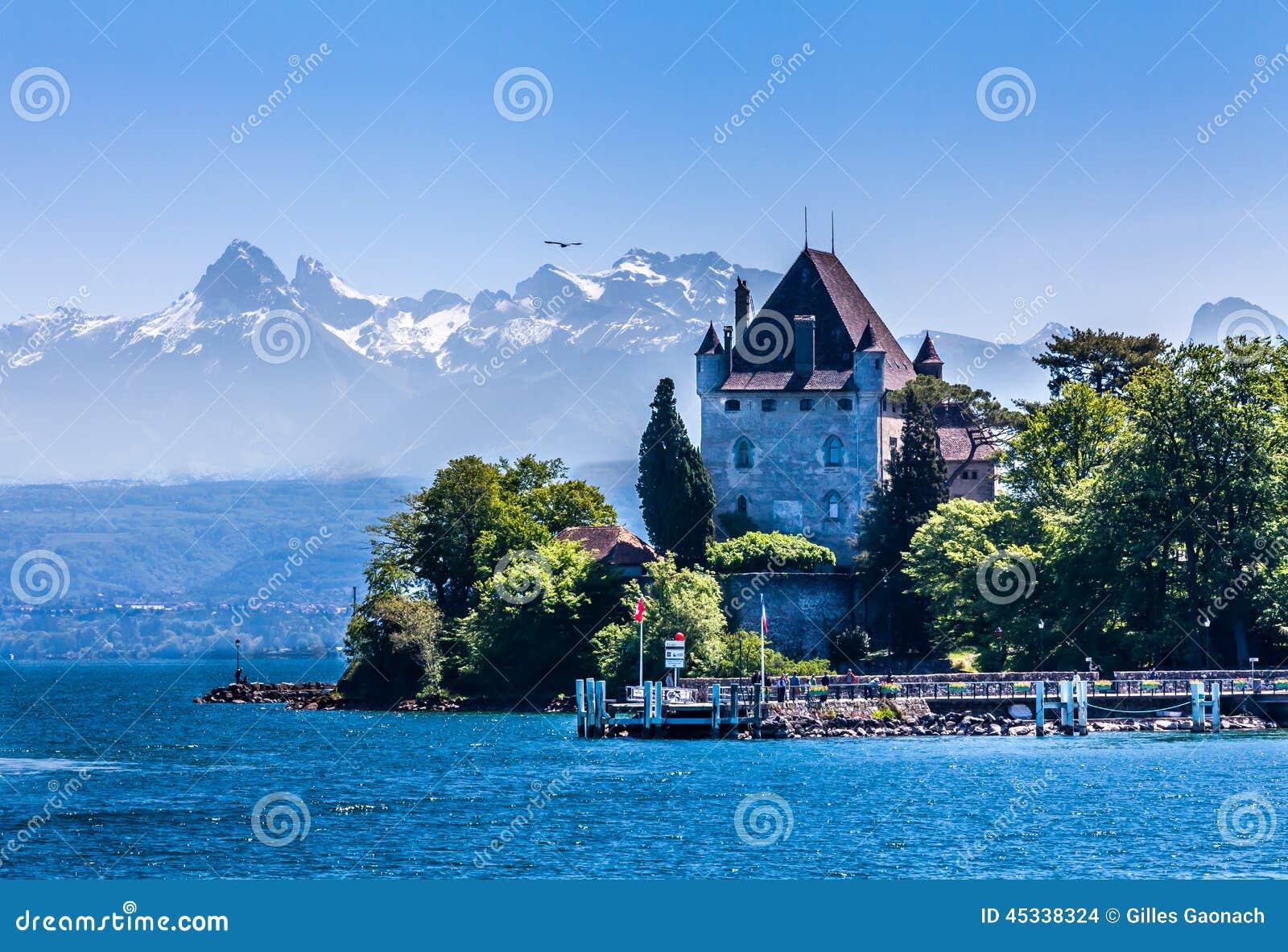 Yvoire et les alpes photo stock image 45338324 for Achat maison yvoire