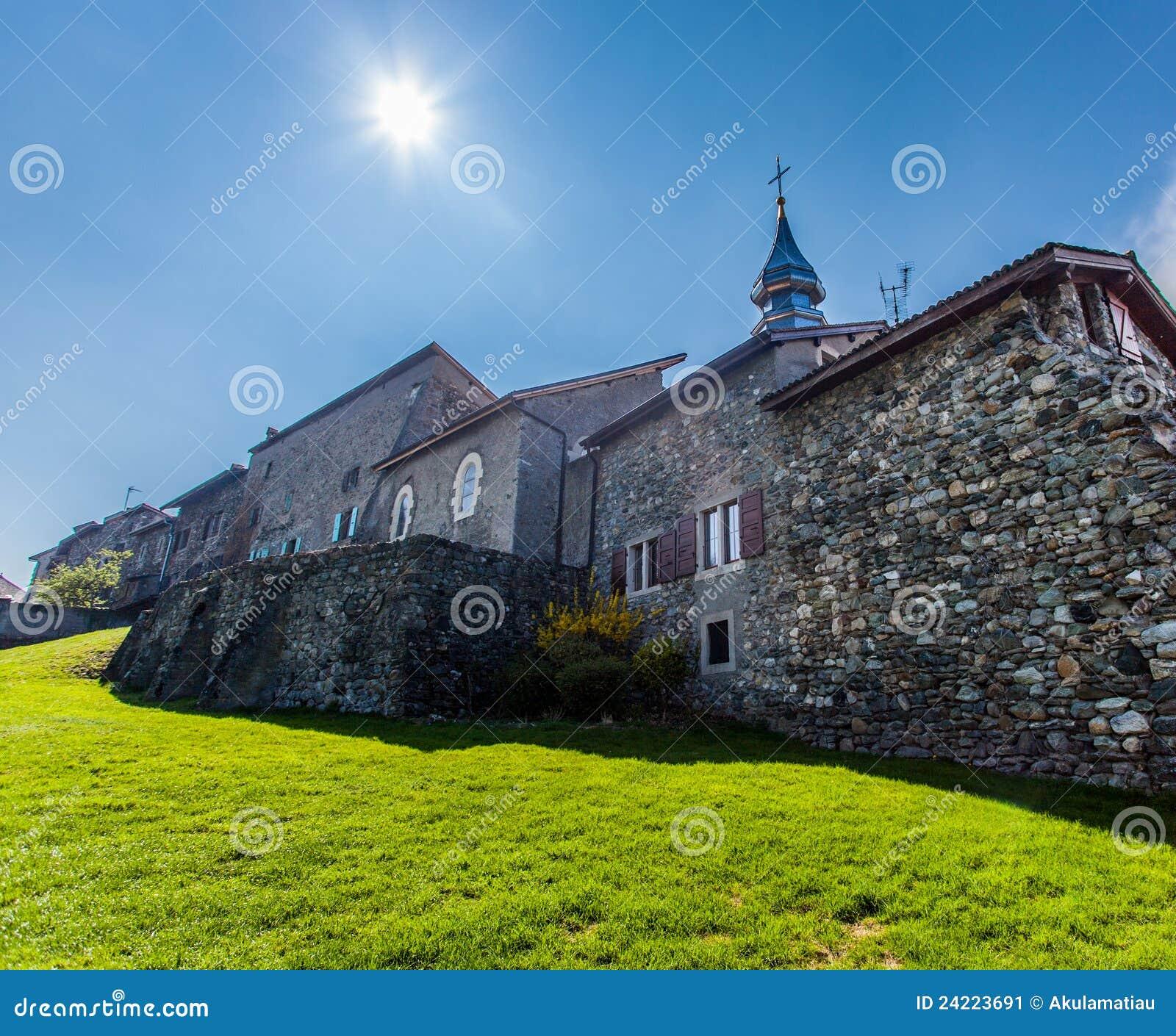 Yvoire, Frankrijk - St Pancras de Toren van de Kerk