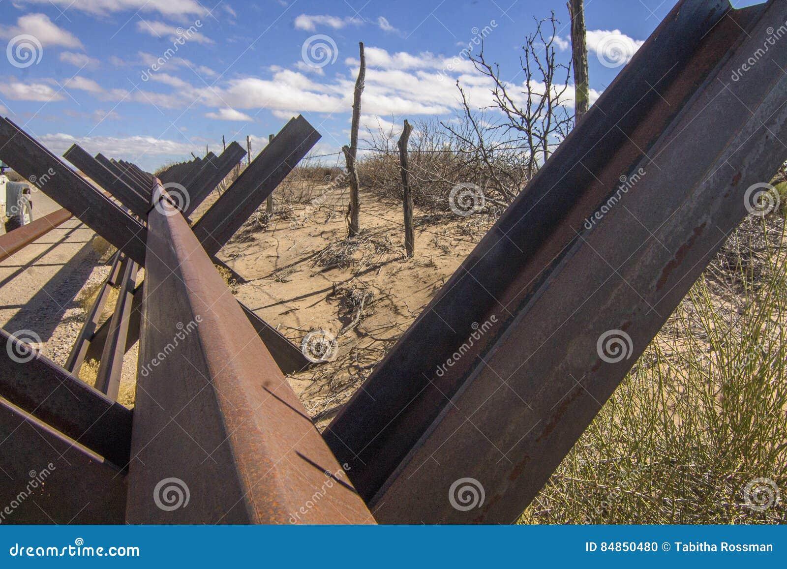 Zaune Des New Mexiko Usa Und Mexikos Grenz Stockfoto Bild Von