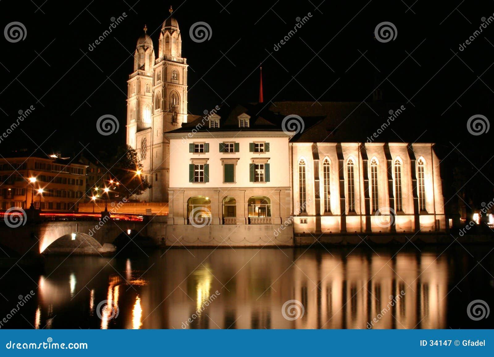 Download Zürich bij nacht stock afbeelding. Afbeelding bestaande uit zürich - 34147