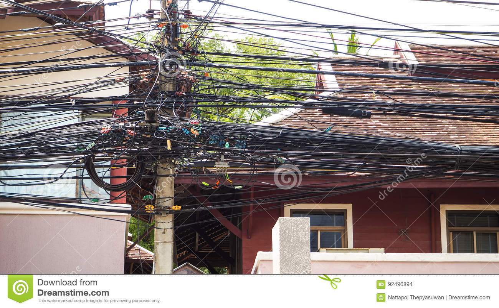 Złożoność kablowy drut na ulicie Samui, Tajlandia