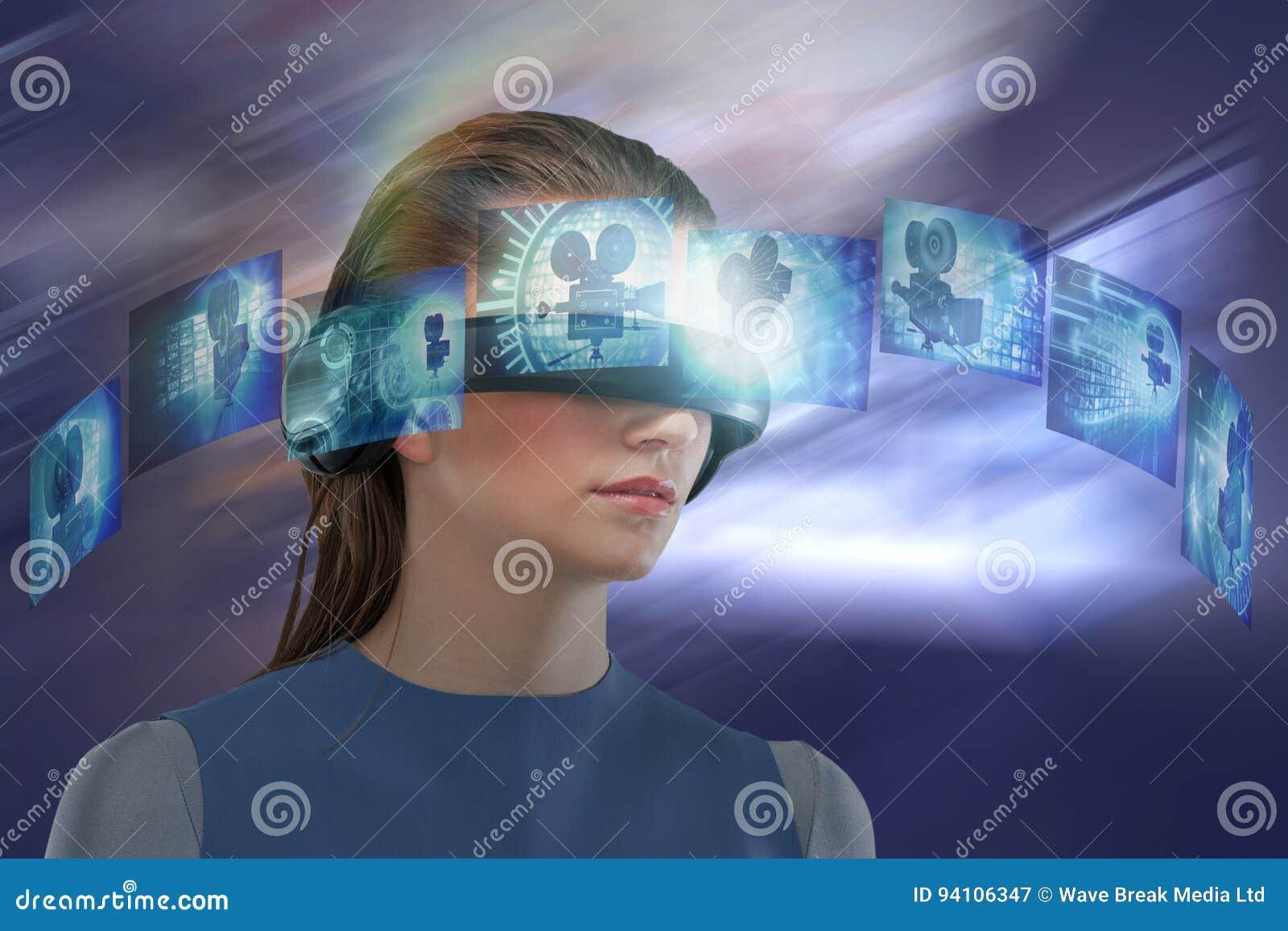 Złożony wizerunek doświadcza rzeczywistości wirtualnej słuchawki kobieta