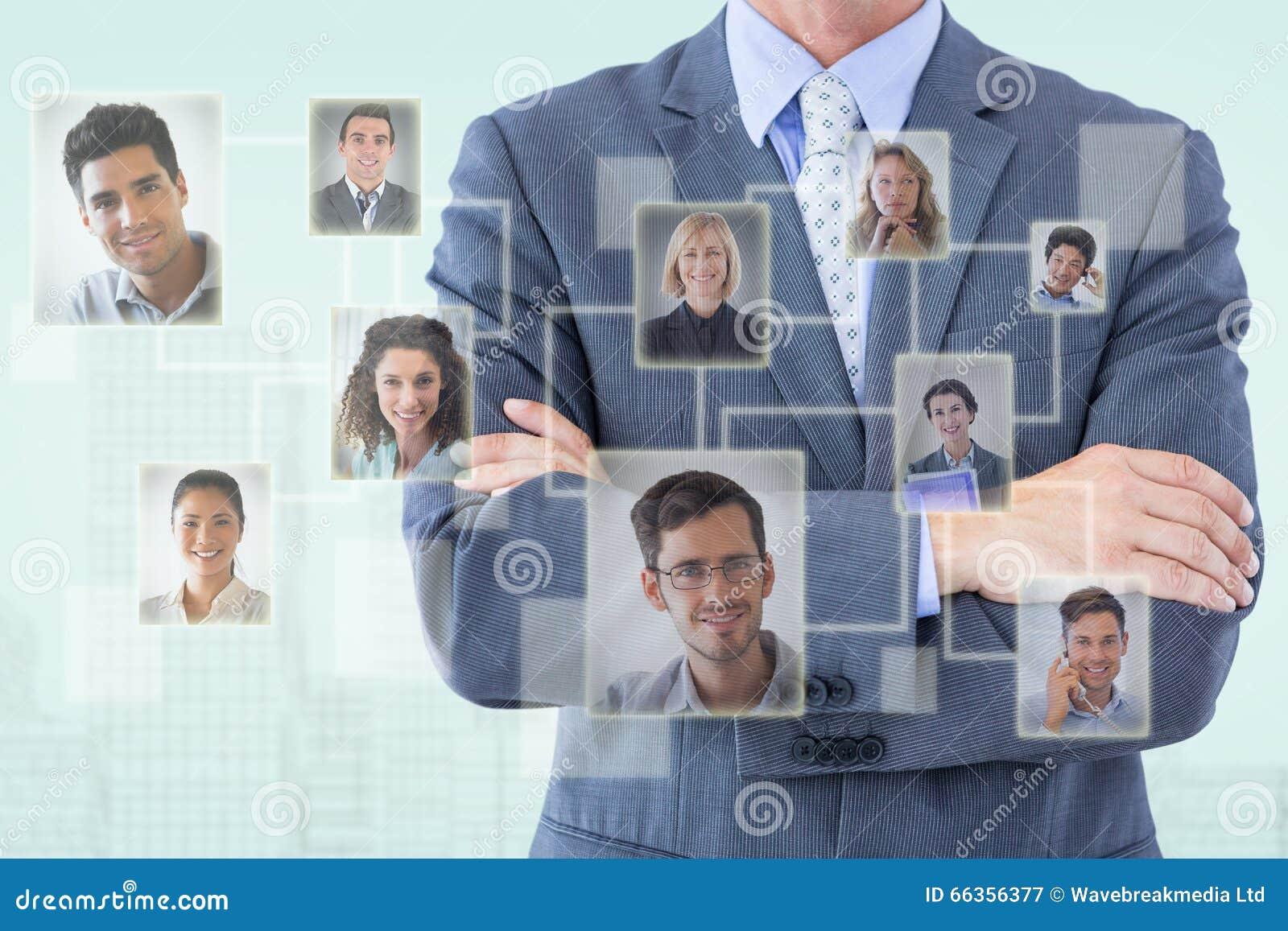 Złożony wizerunek midsection biznesmen pozyci ręki krzyżować