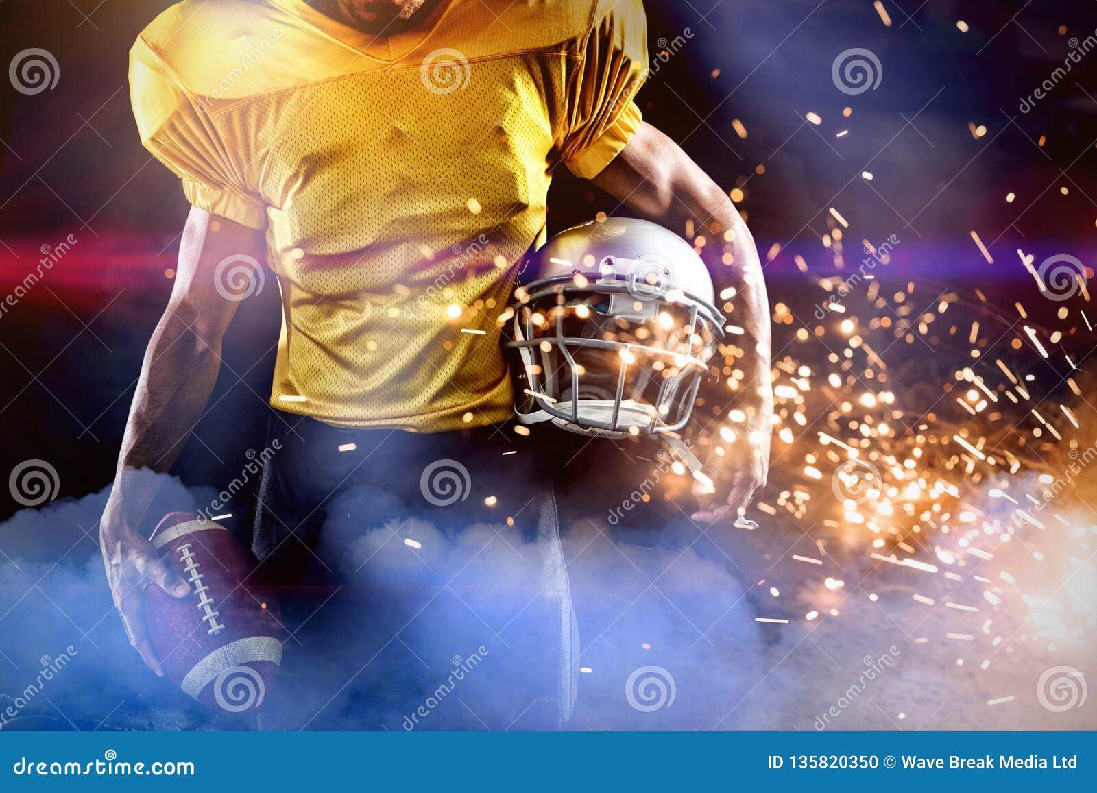 Złożony wizerunek w połowie sekcja męska atleta z futbolem amerykańskim i hełmem