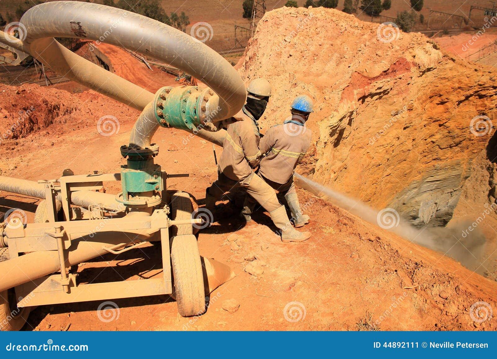 Złocisty wyzdrowienie kopalni usyp