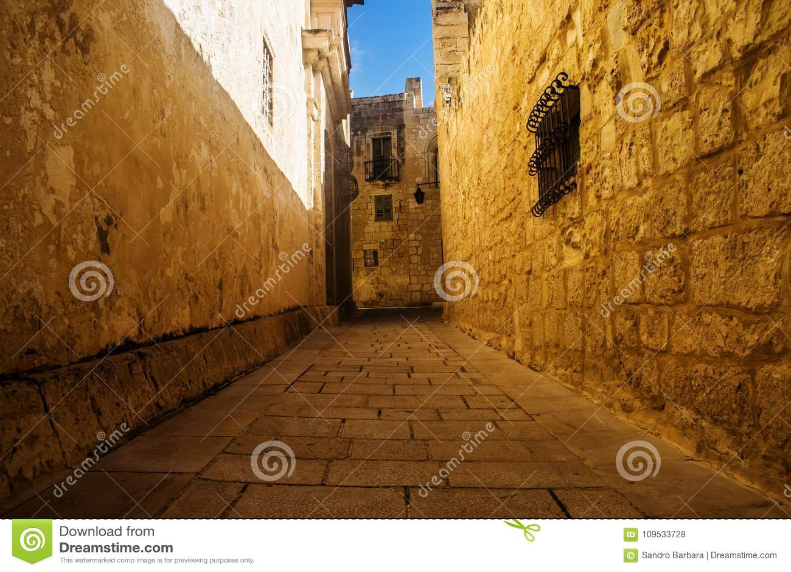 Złota droga w Mdina