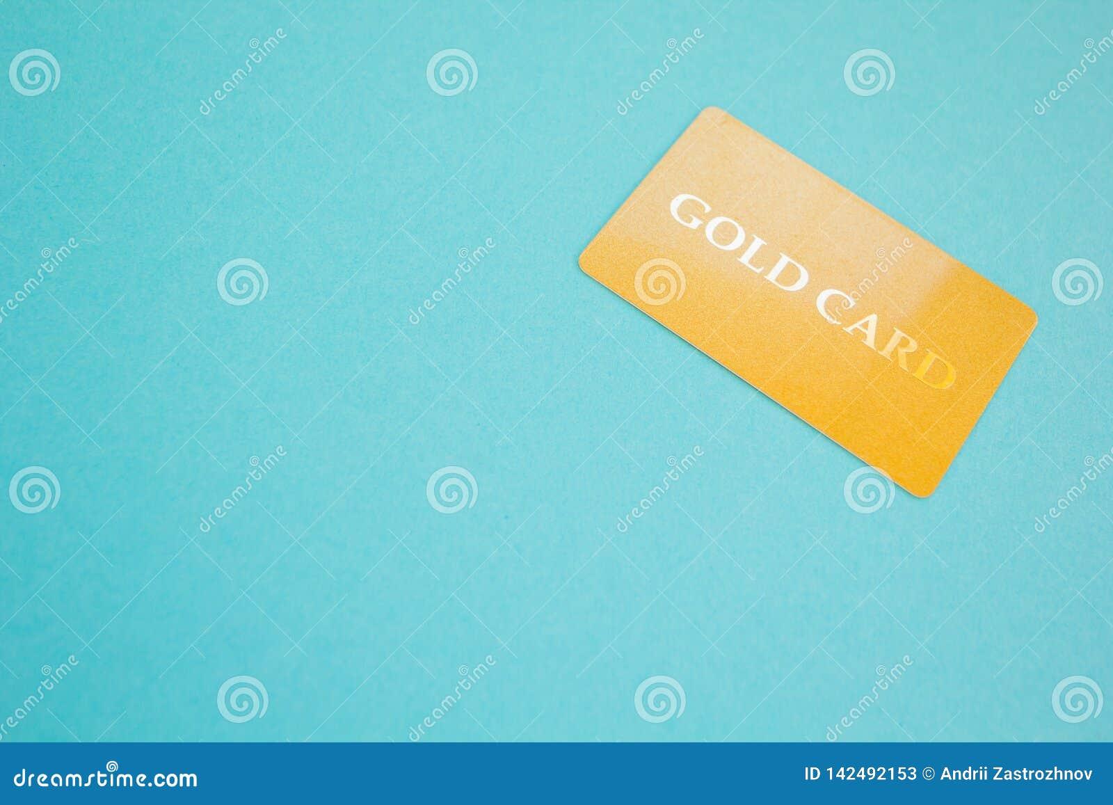 Złoto karta na błękitnym tle, pojęcie Przestrzeń dla teksta