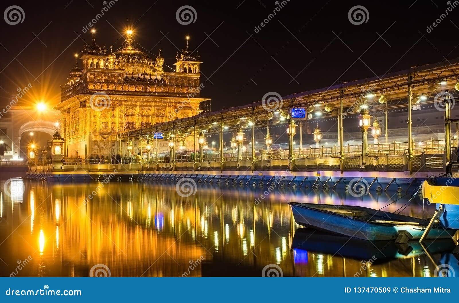 Złoty świątynia sahib święty miejsce dla sikhs w Amritsar Pundżab India