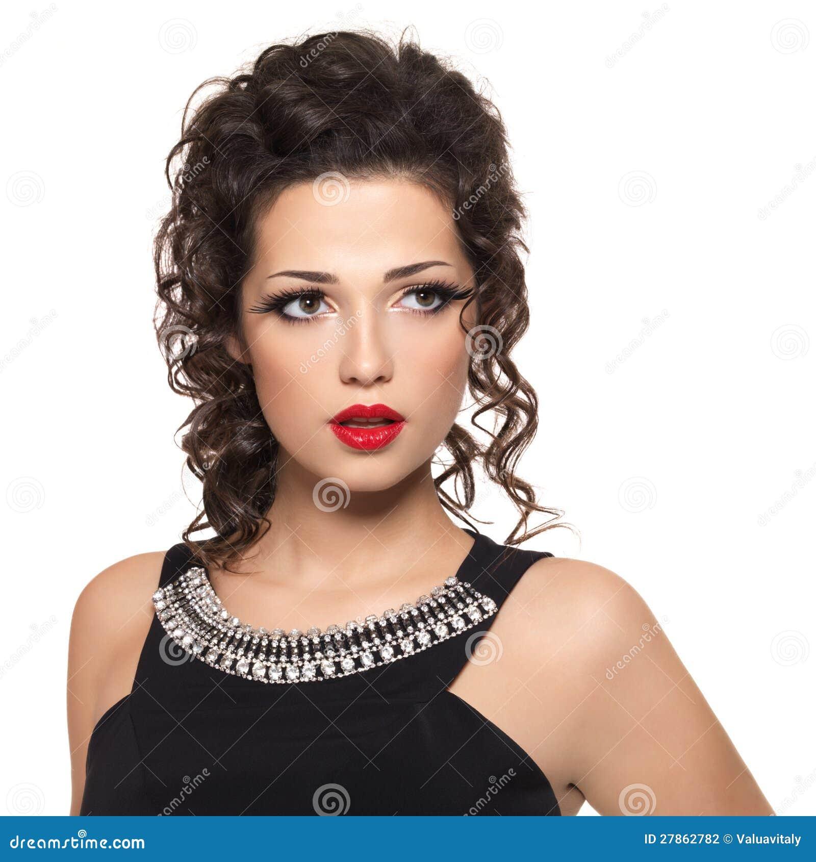 Z czerwonymi wargami moda piękny model
