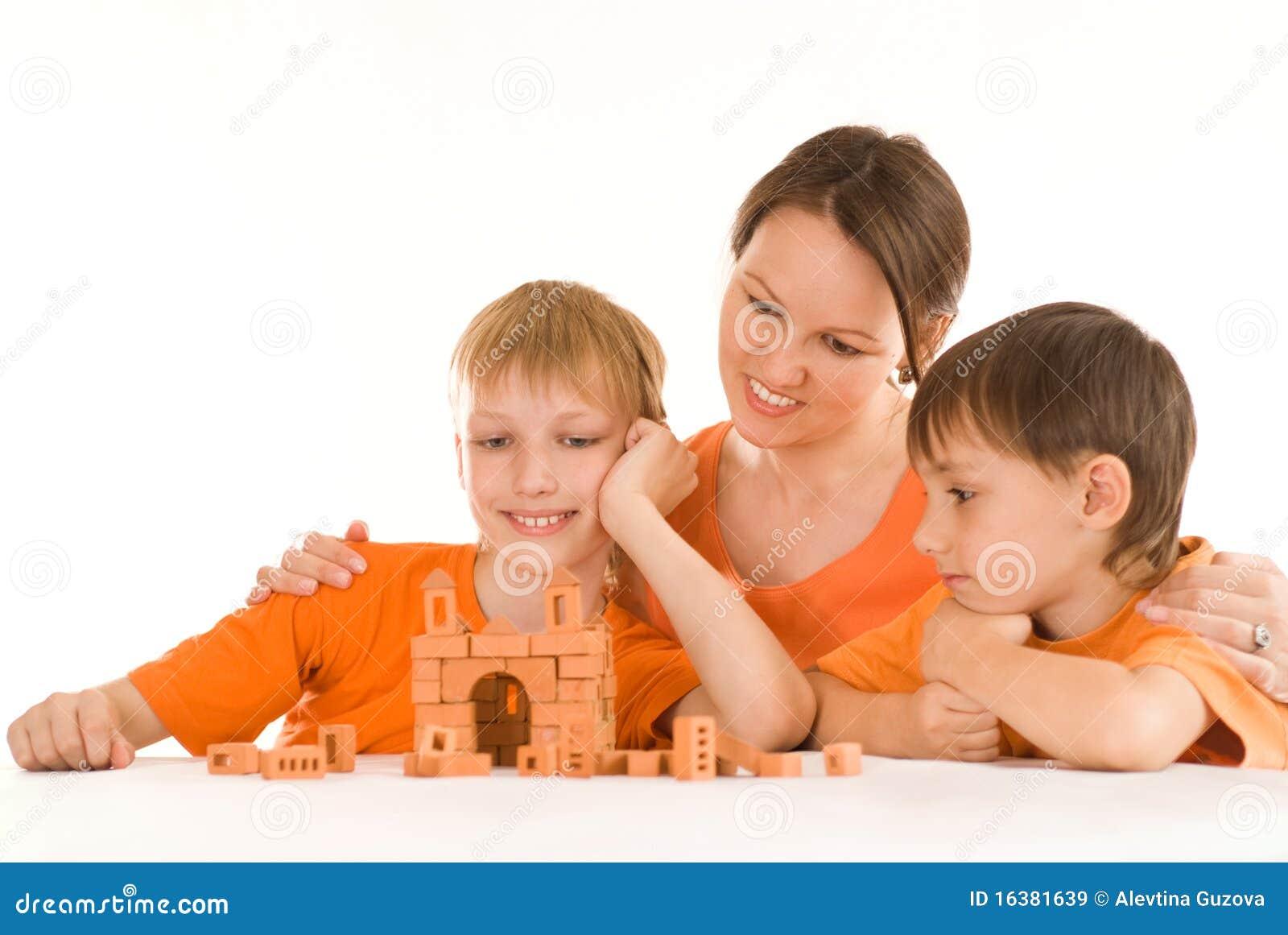 Z jej dziećmi macierzysty obsiadanie