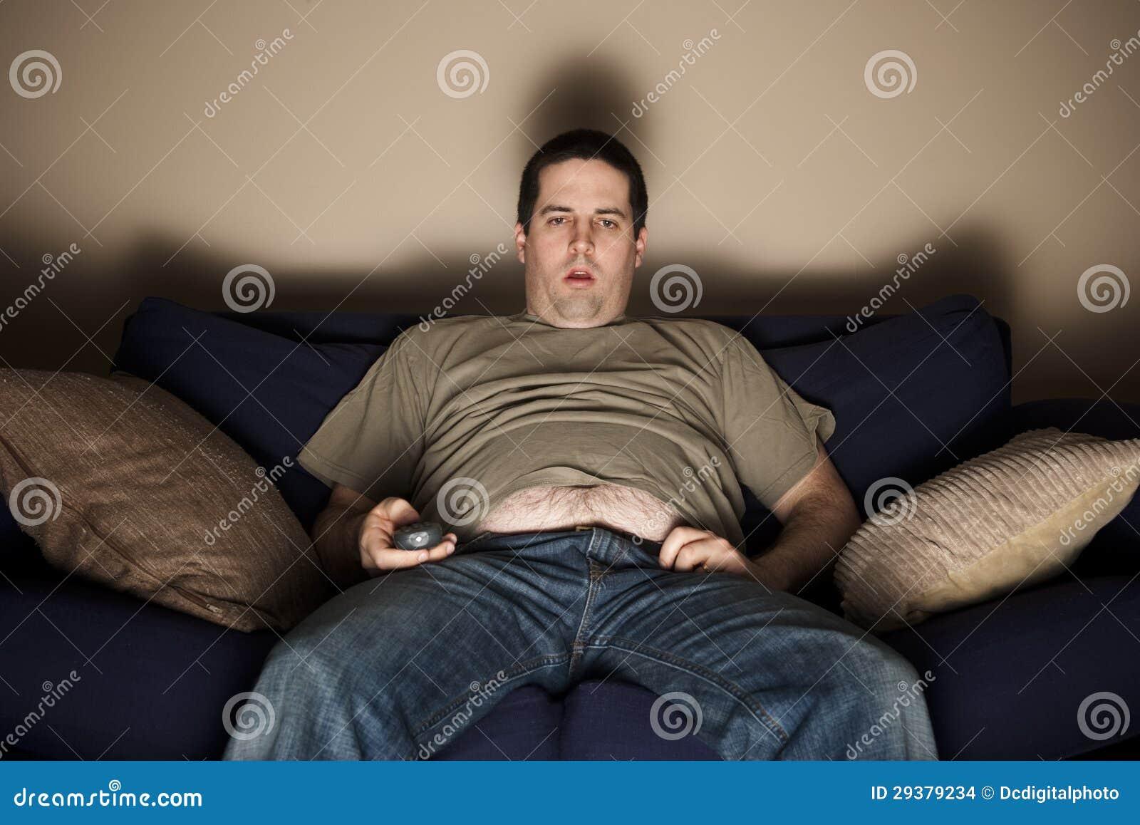 Z nadwagą slob ogląda TV