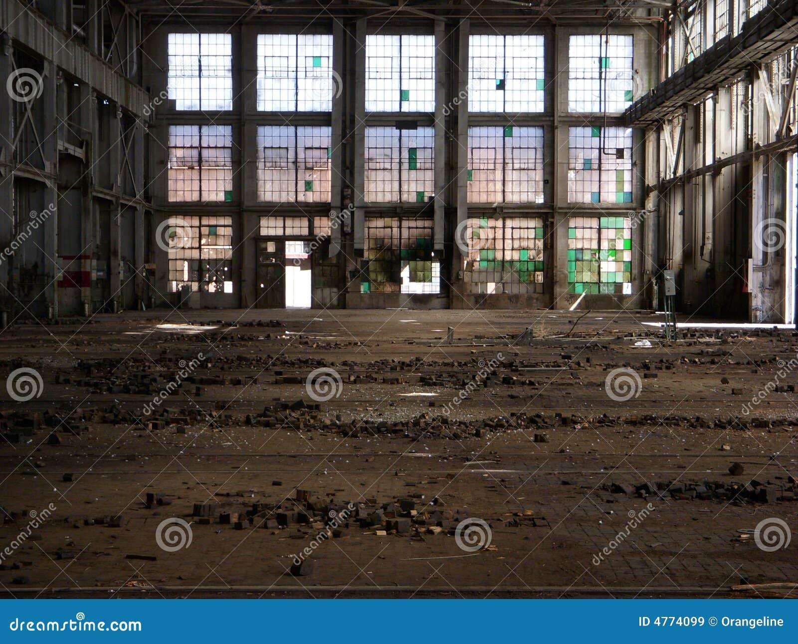 Z powrotem do fabryki opuszczony front