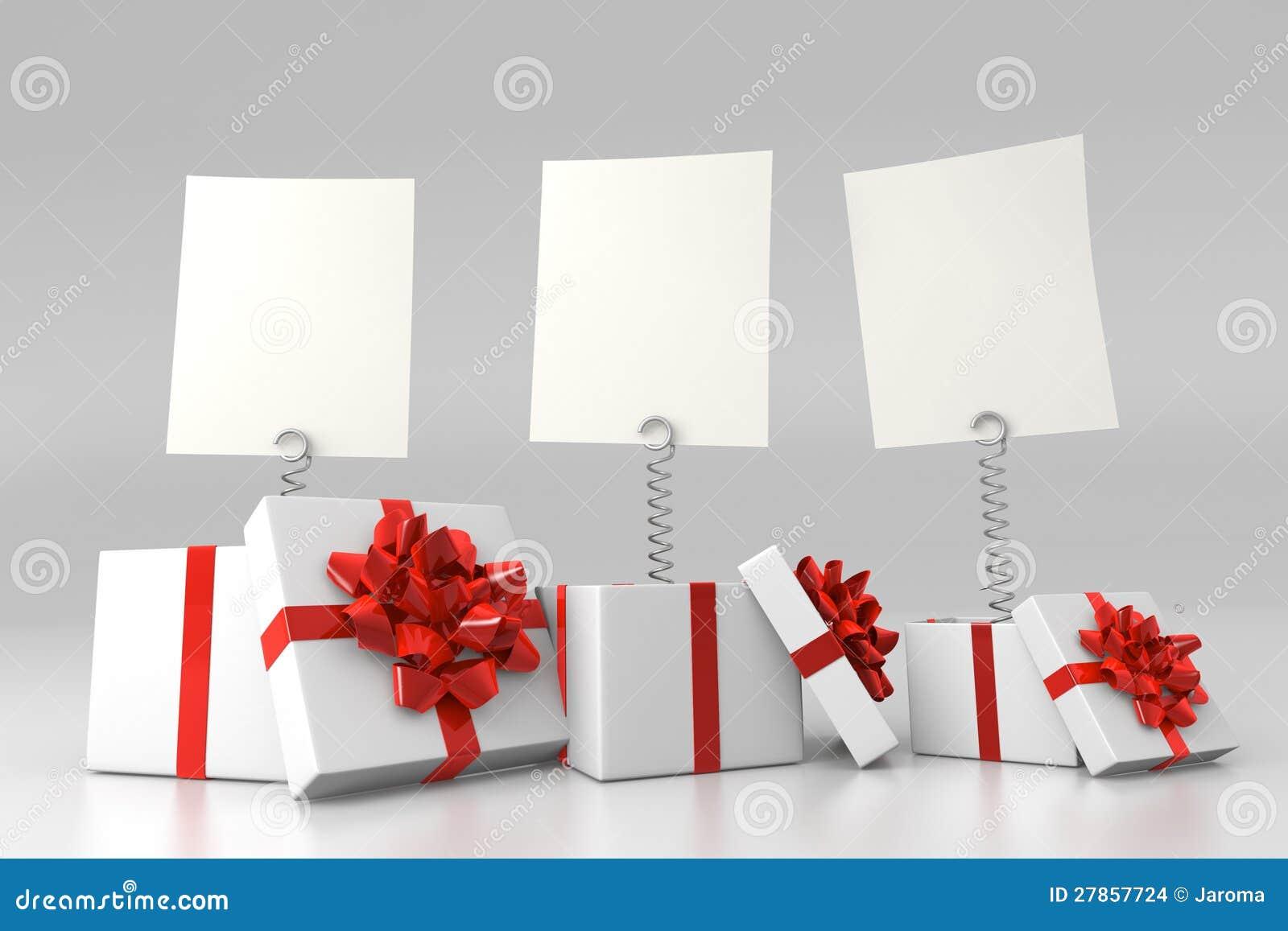 Z pustymi kartami prezentów pudełka