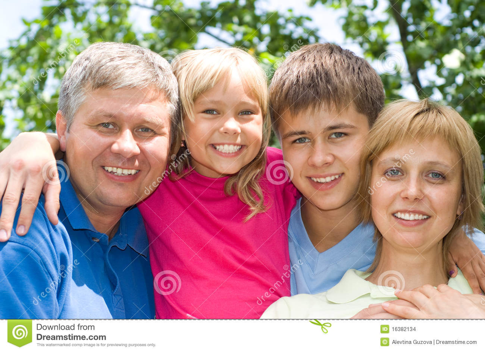 Z rodzicem szczęśliwi dzieci