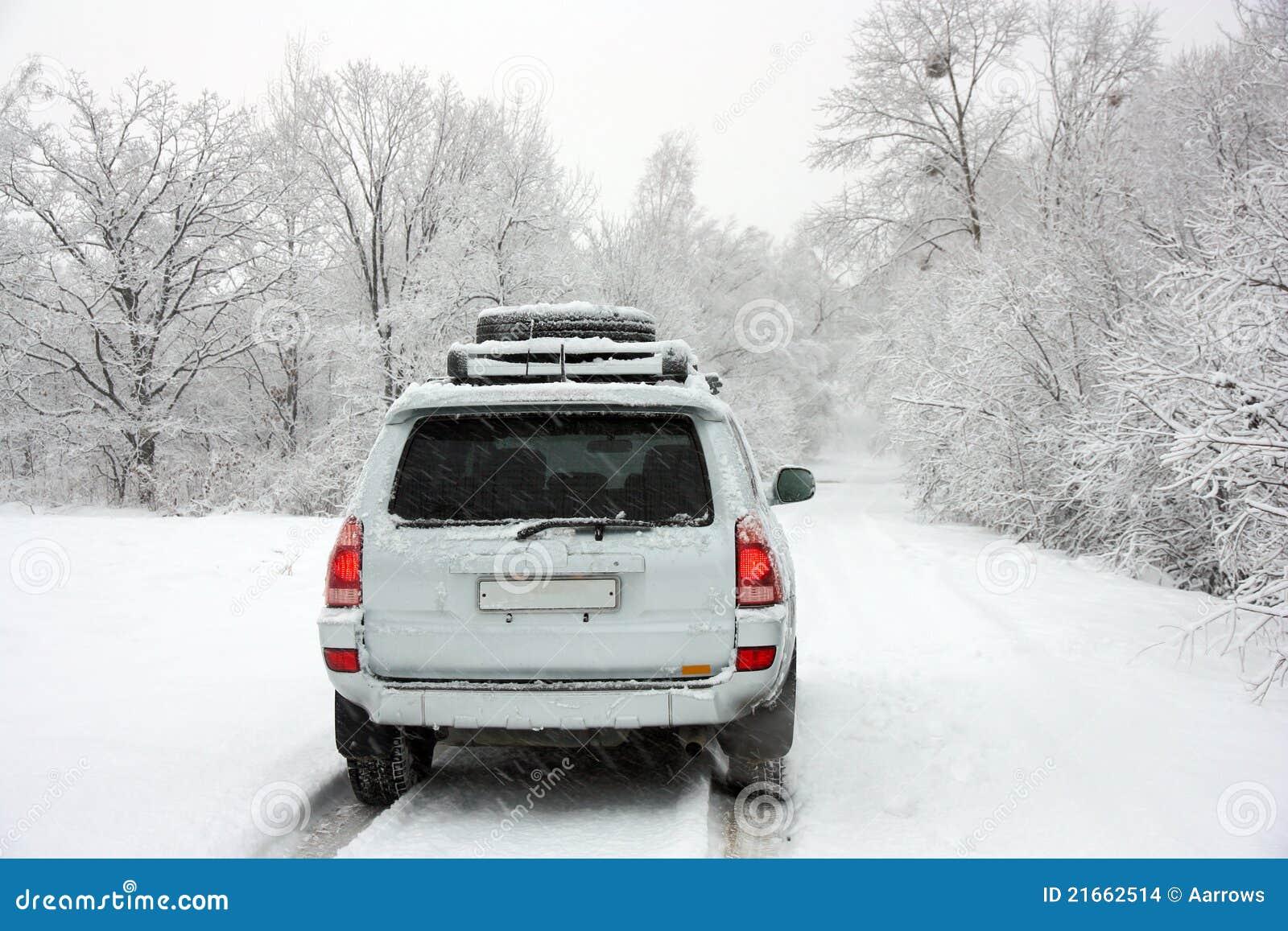 Za samochodową drogową śnieżną zima