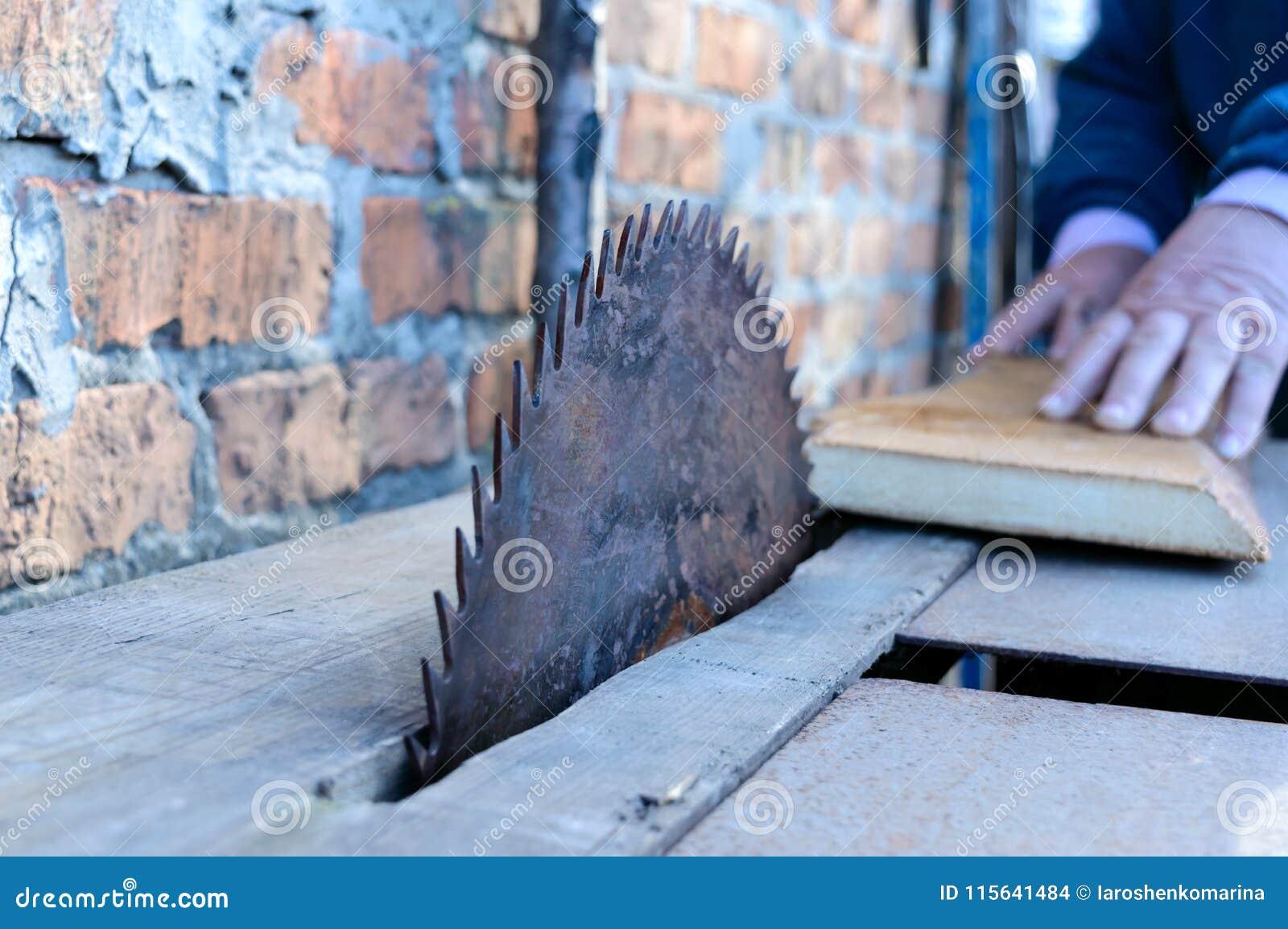 Zaagmolen Oude machine om raad te zagen Cirkelzagen De houtbewerkingsindustrie