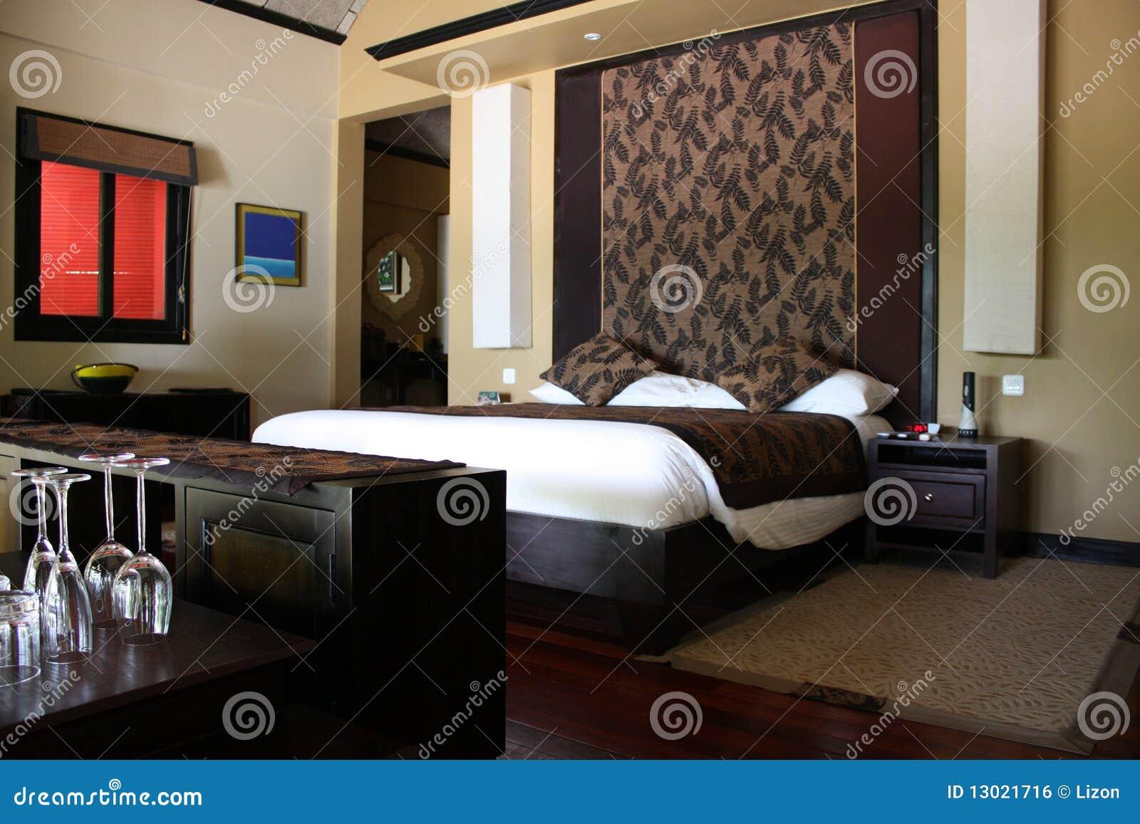 Zaal, bruine slaapkamer, stock foto. Afbeelding bestaande uit slaap ...
