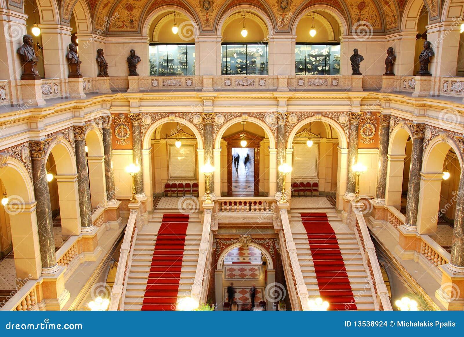 Zaal van het tsjechische nationale museum in praag stock foto afbeelding 13538924 - Versiering van de zaal van het tienermeisje van ...