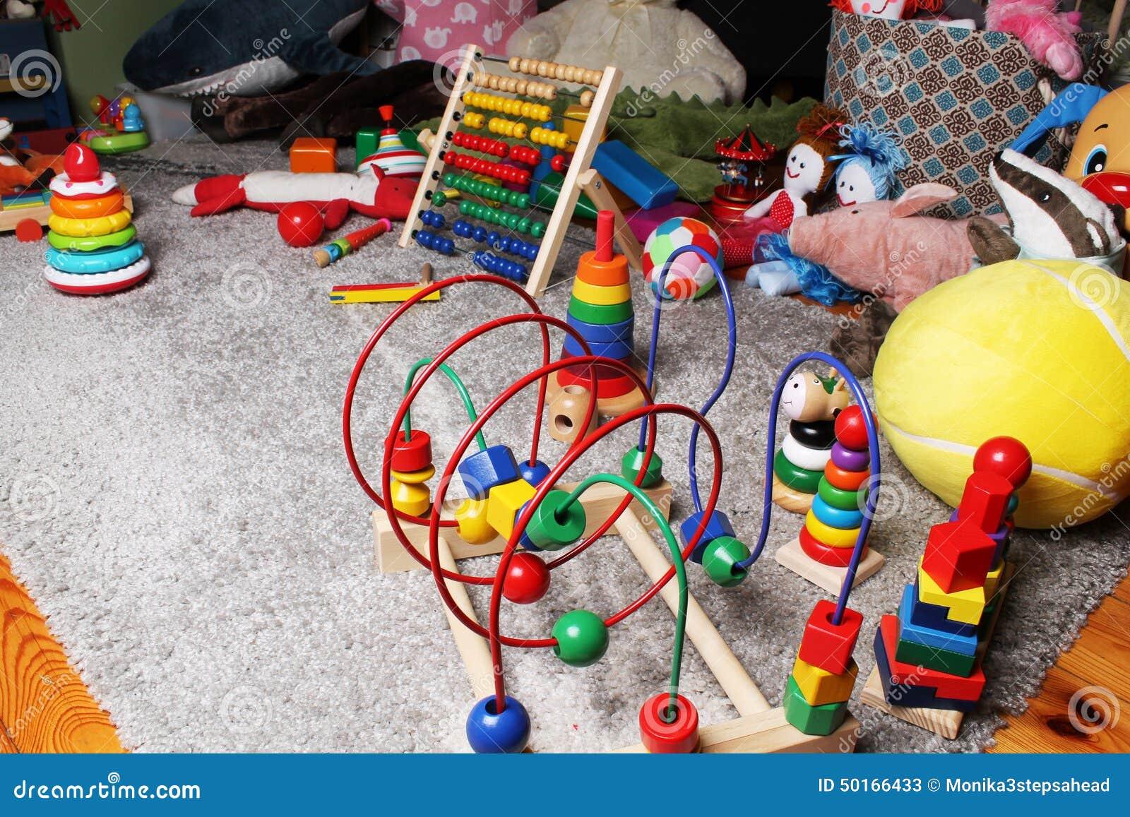 Zabawki w dzieciakach izbowych na podłoga