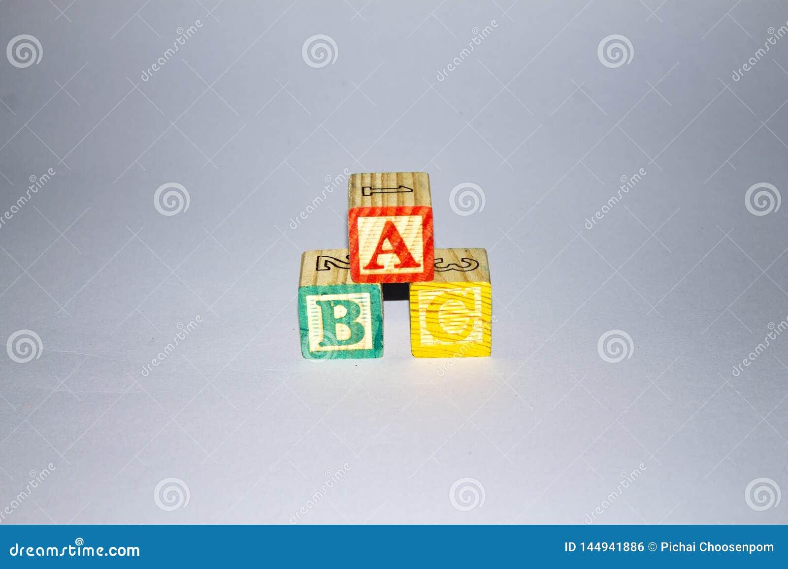 Zablokuj drewnian? alfabet