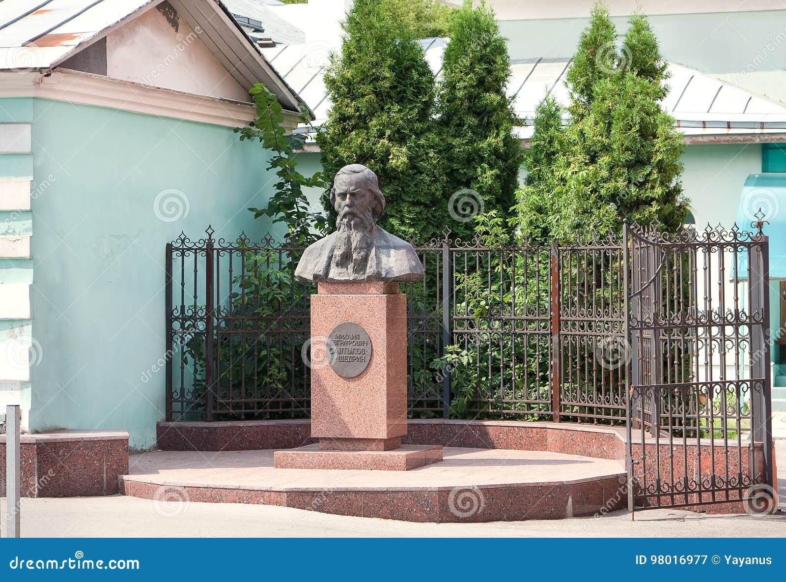 Zabytek sławny Rosyjski satyryk Mikhail Evgrafovich Saltykov-Shchedrin w Ryazan, Rosja