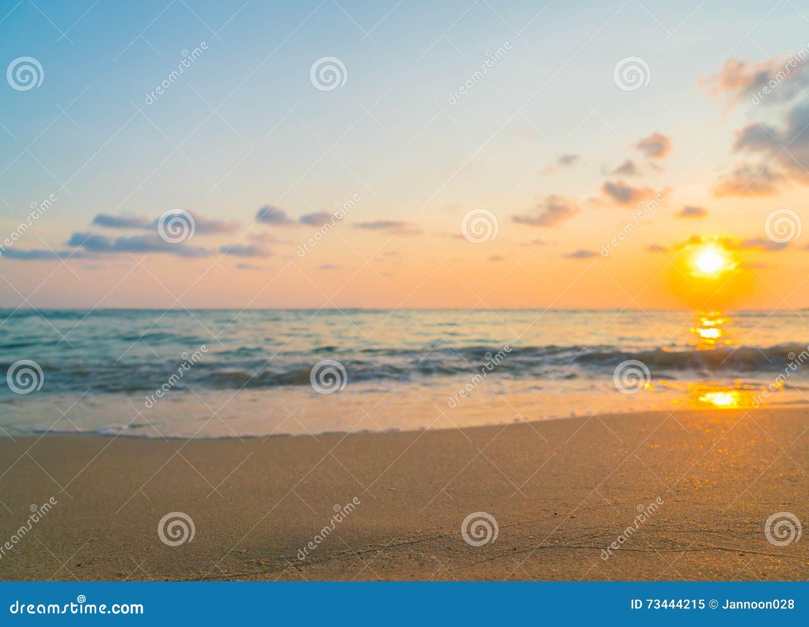 Zachód słońca nad morza czarnego